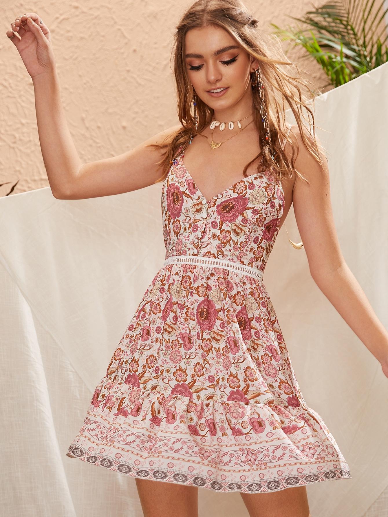 Фото - Платье на бретелях с цветочным принтом и узлом сзади от SheIn цвет многоцветный
