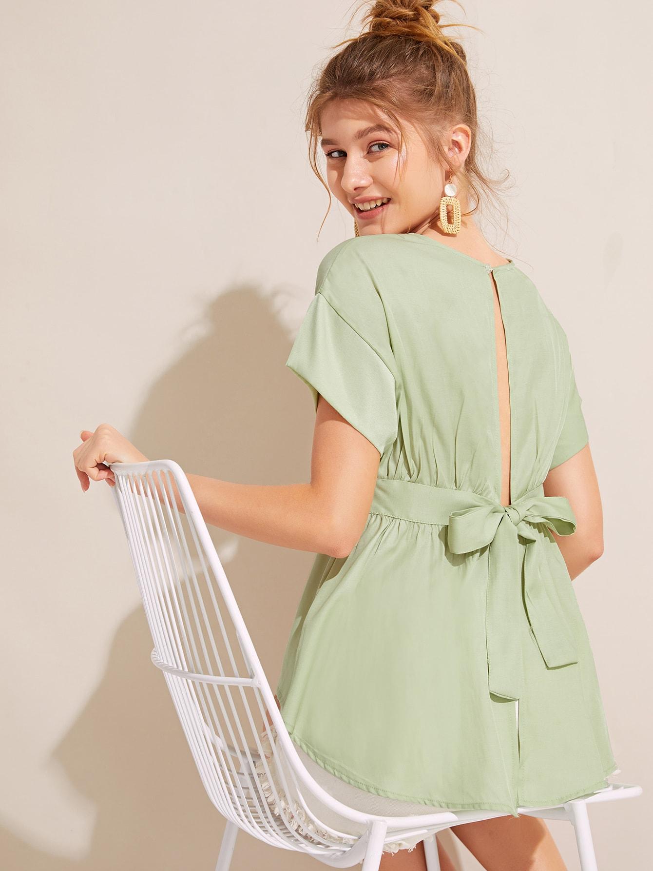 Фото - Однотонная блуза с узлом сзади от SheIn зеленого цвета