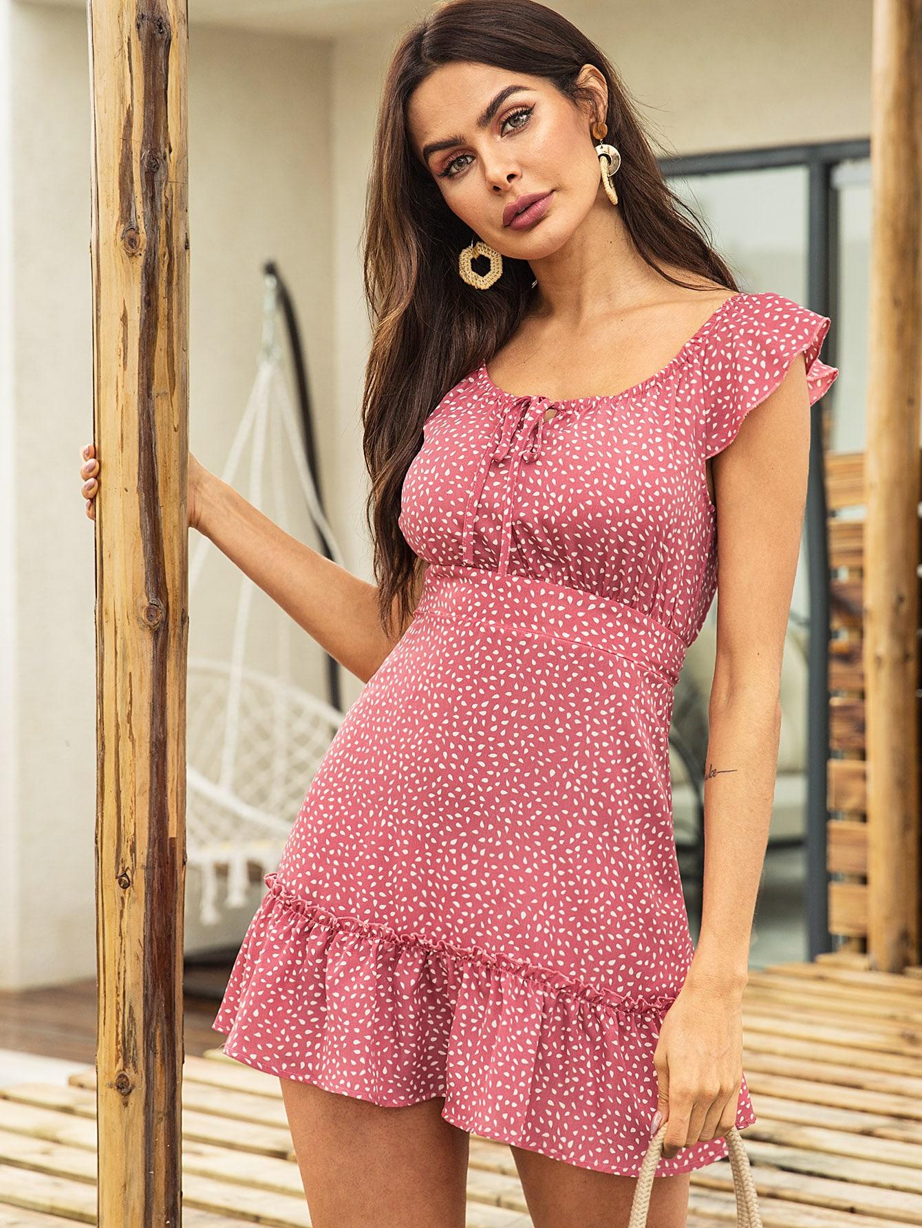 Фото - Платье с воротником-бантом и пятнистым принтом от SheIn цвет розовые
