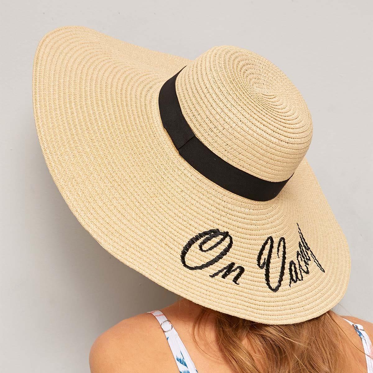 Стильная Шляпка С Контрастным Текстовым Принтом от SHEIN