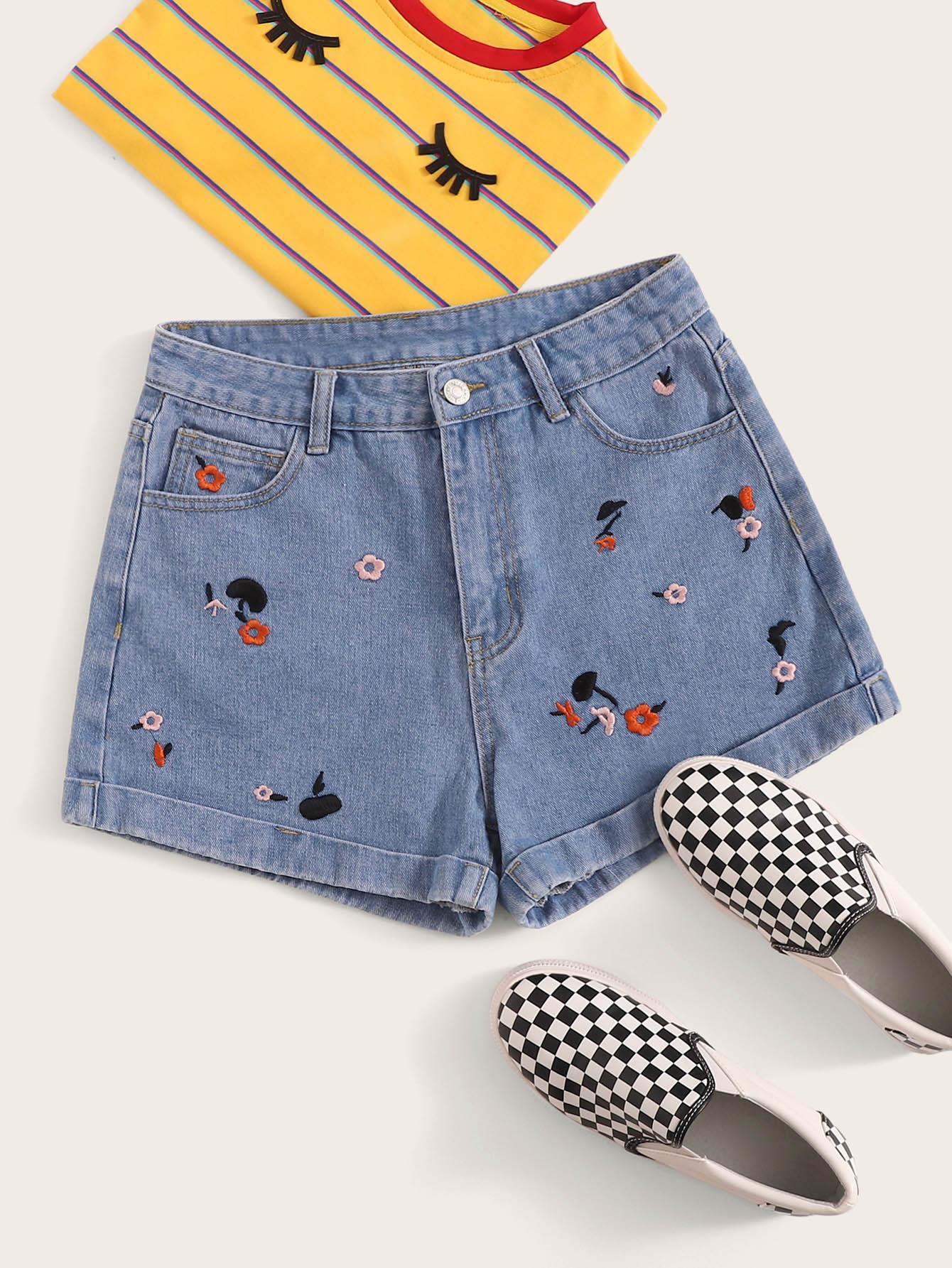 Фото - Синий с вышивкой Стиль кэжуал Джинсовые шорты от SheIn синего цвета
