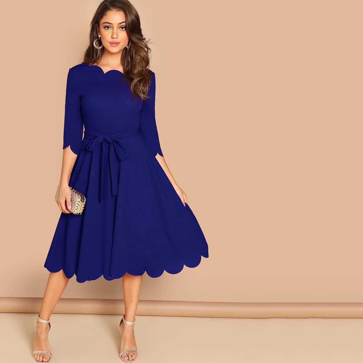 Расклешенное Платье С Фестончатым Краем И Поясом Image