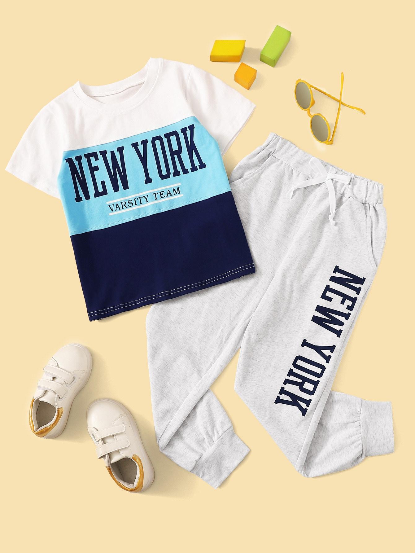 Контрастная футболка с текстовым принтом и спортивные брюки для мальчиков от SheIn