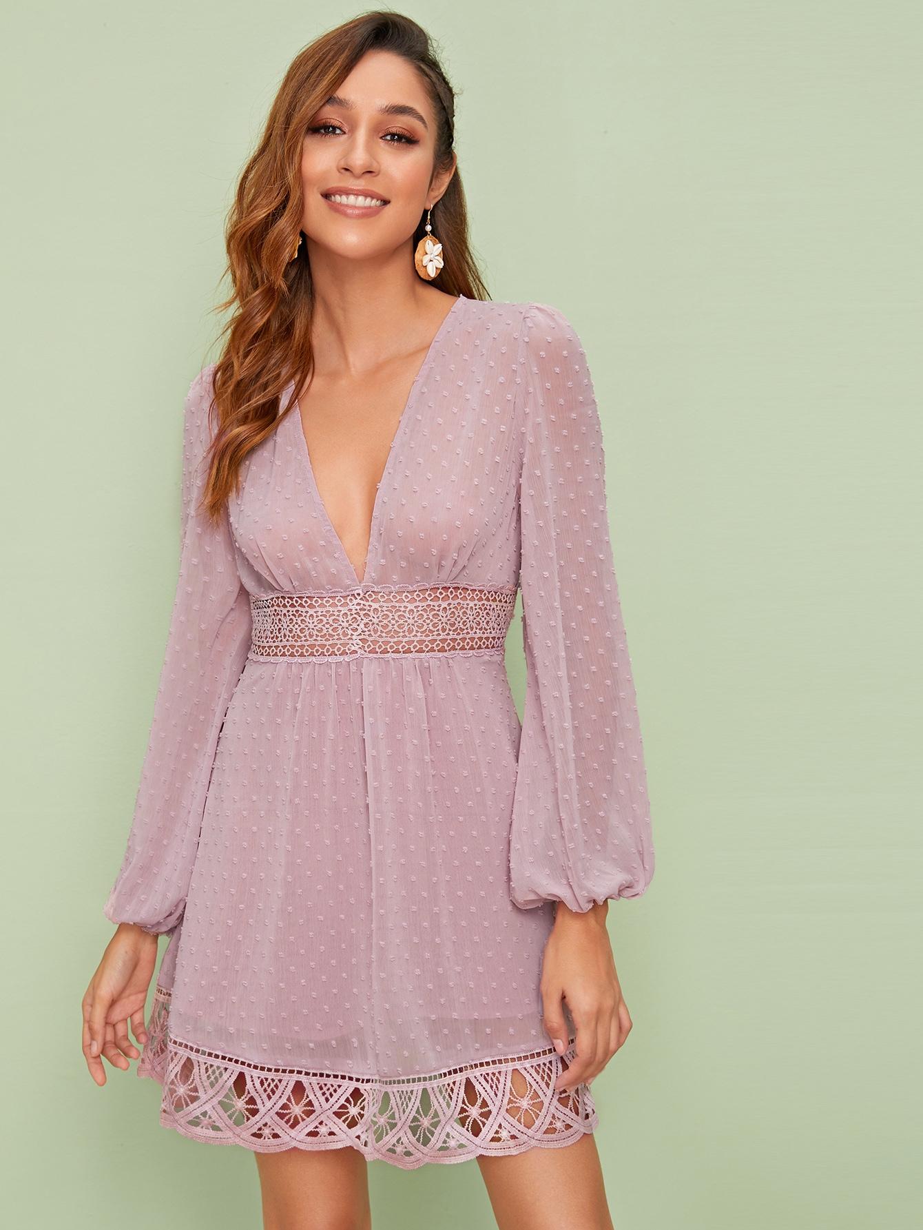 Фото - Платье с кружевной вставкой и глубоким V-образным вырезом от SheIn цвет розовые