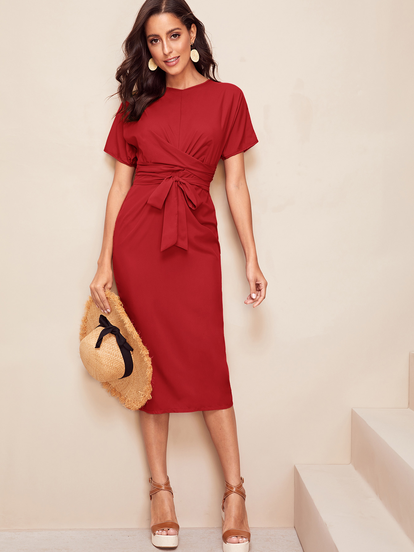 Фото 9 - Кружевное платье с вышивкой, молнией и завязкой от SheIn цвет белые