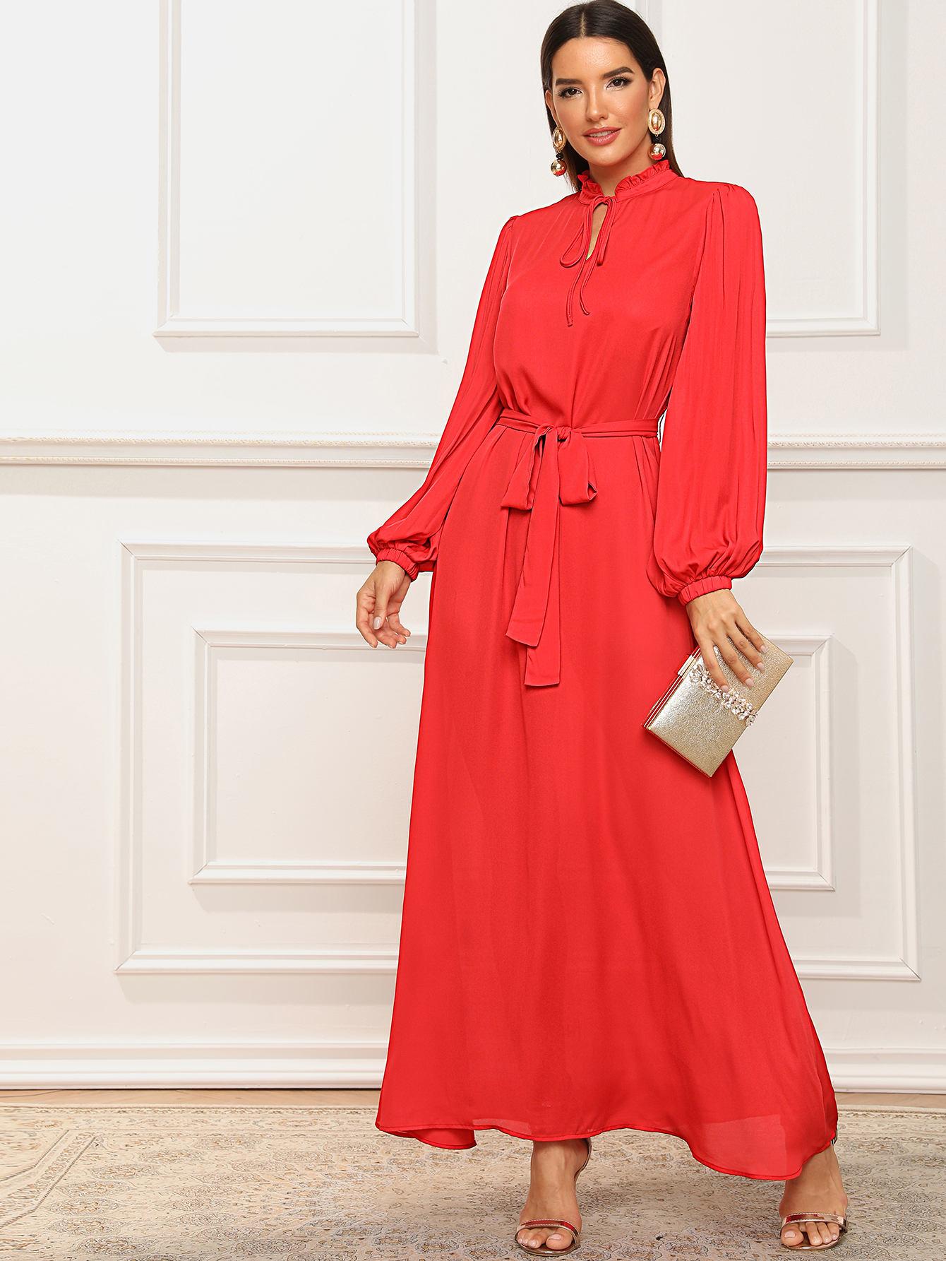 Фото - Платье с поясом, оригинальным рукавом и завязкой на шее от SheIn цвет красные