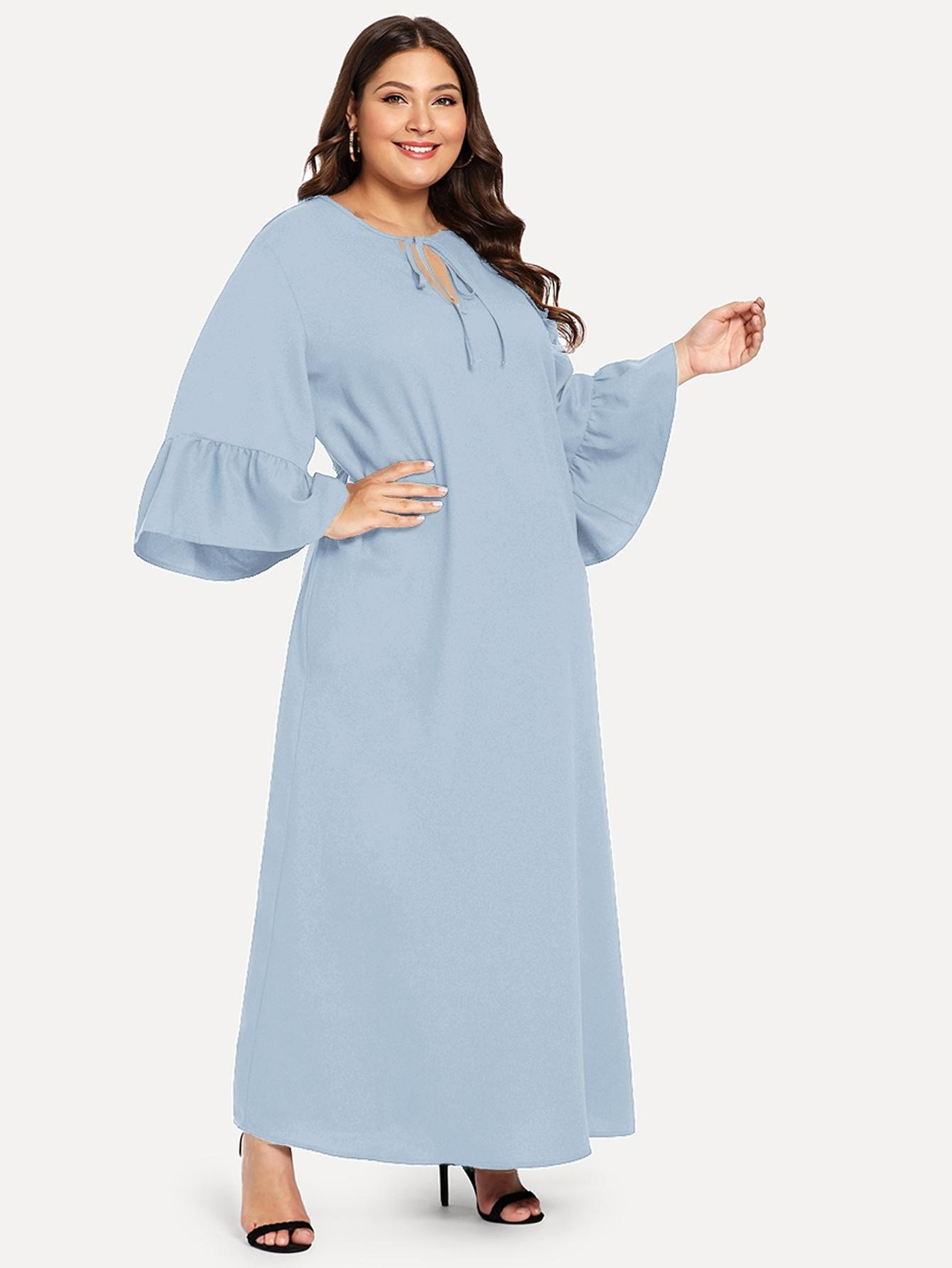 Платье с оригинальным рукавом и завязкой на шее размера плюс