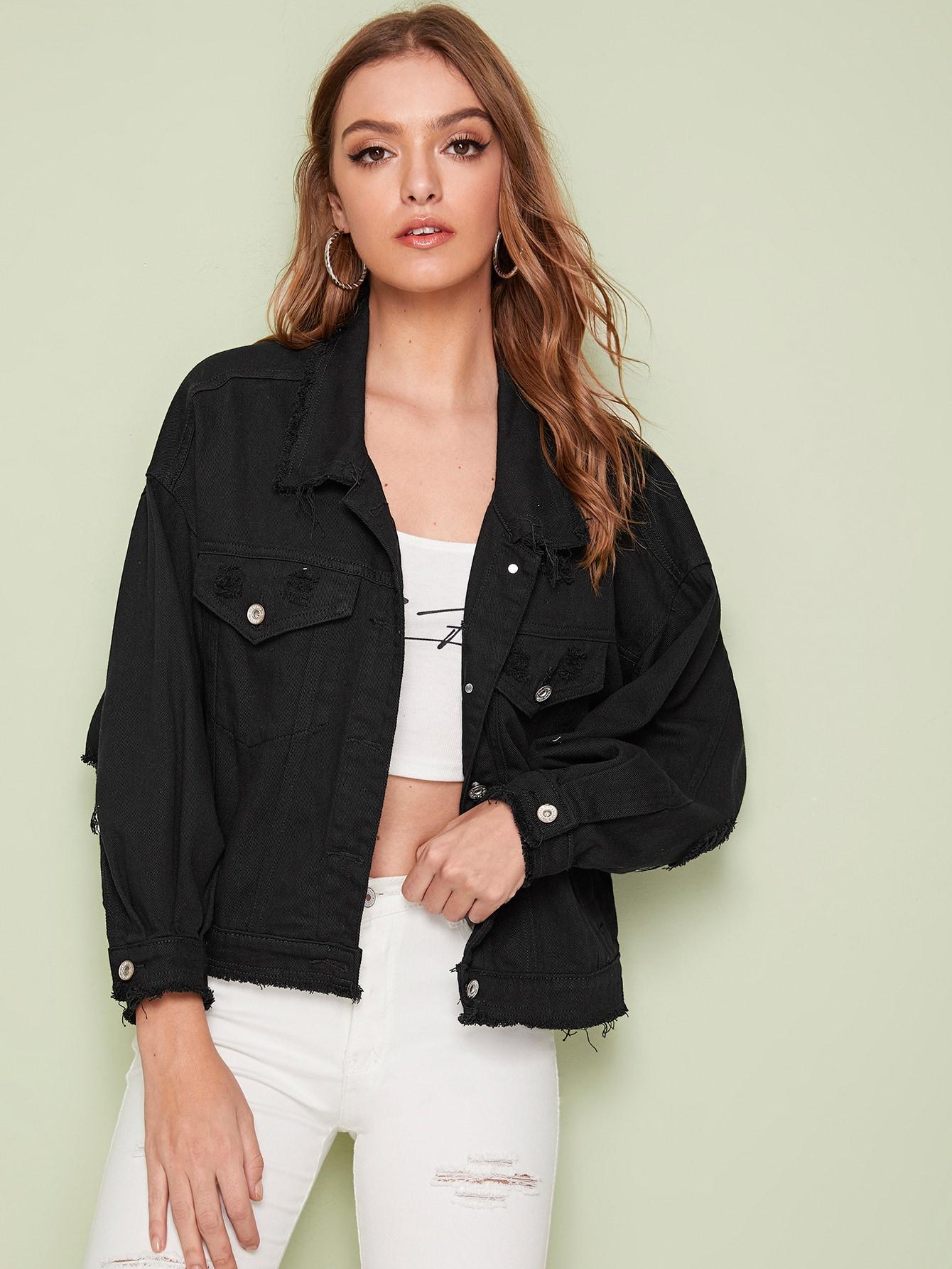 Рваная однобортная джинсовая куртка со спущенным рукавом