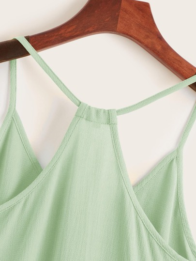 Фото 8 - Платье с поясом, вышивкой и глубоким V-образным вырезом от SheIn цвет белые
