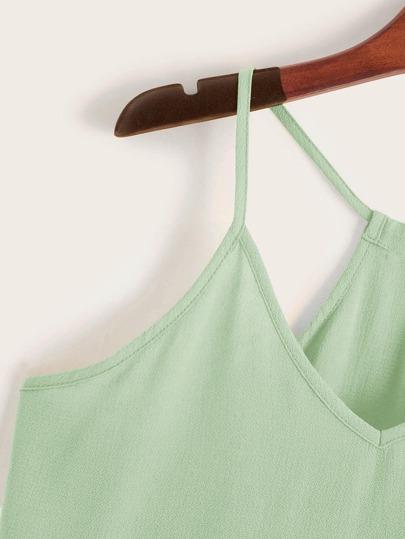 Фото 9 - Платье с поясом, вышивкой и глубоким V-образным вырезом от SheIn цвет белые