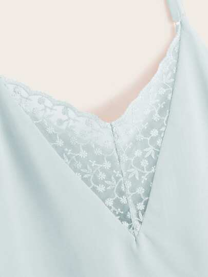Фото 3 - Кружевное платье с вышивкой, молнией и завязкой от SheIn цвет белые