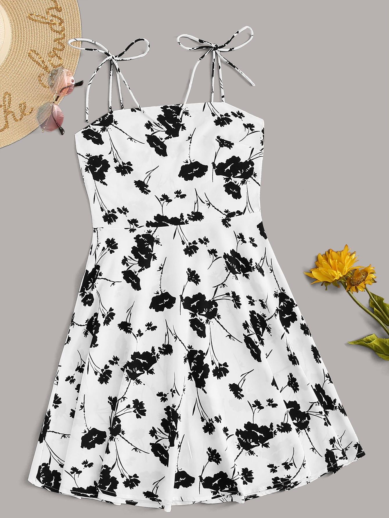 Фото - Расклешенное платье с цветочным принтом от SheIn цвет чёрнобелые