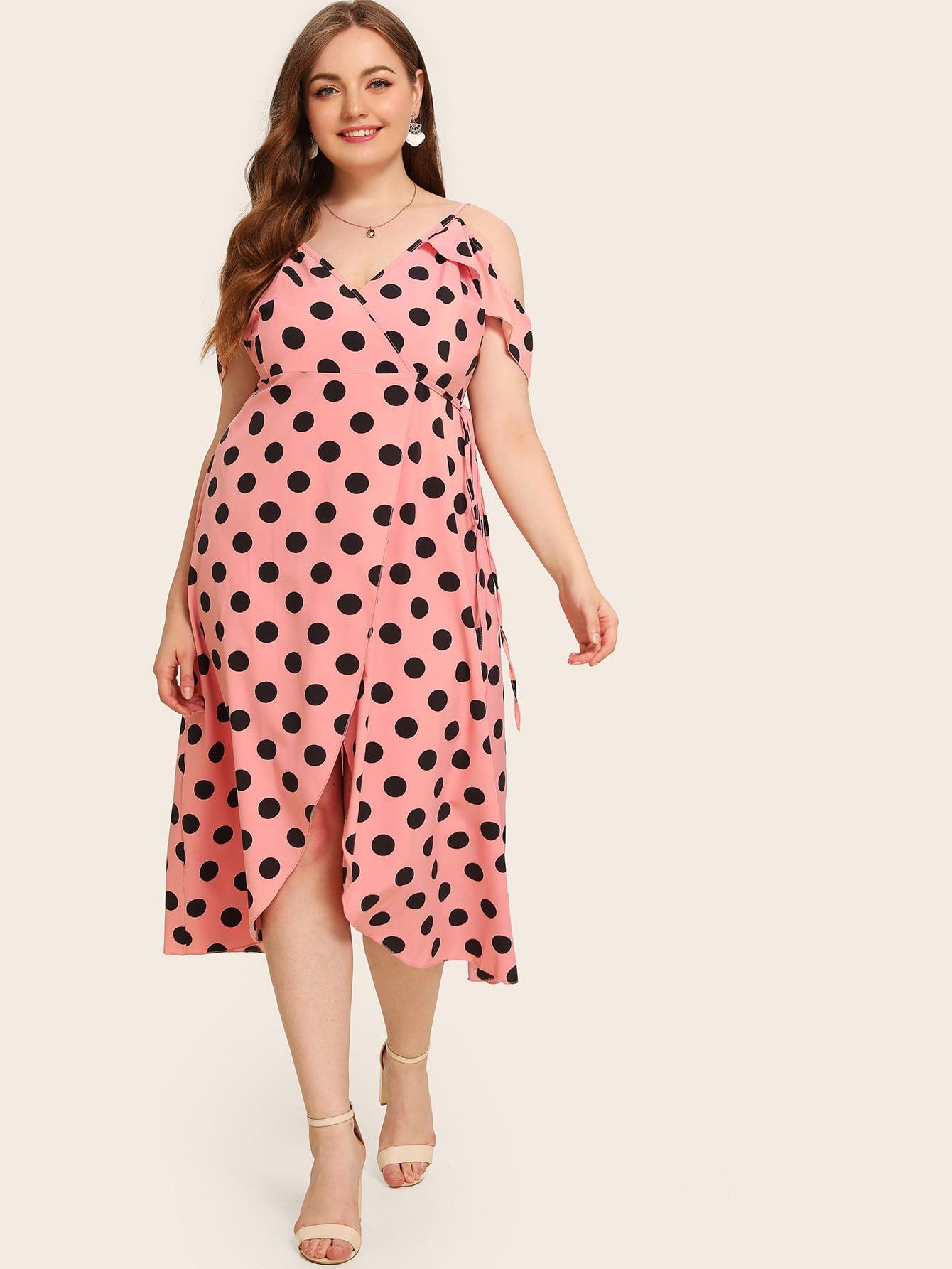 Фото - Платье в горошек с оборкой на запах размера плюс от SheIn цвет розовые