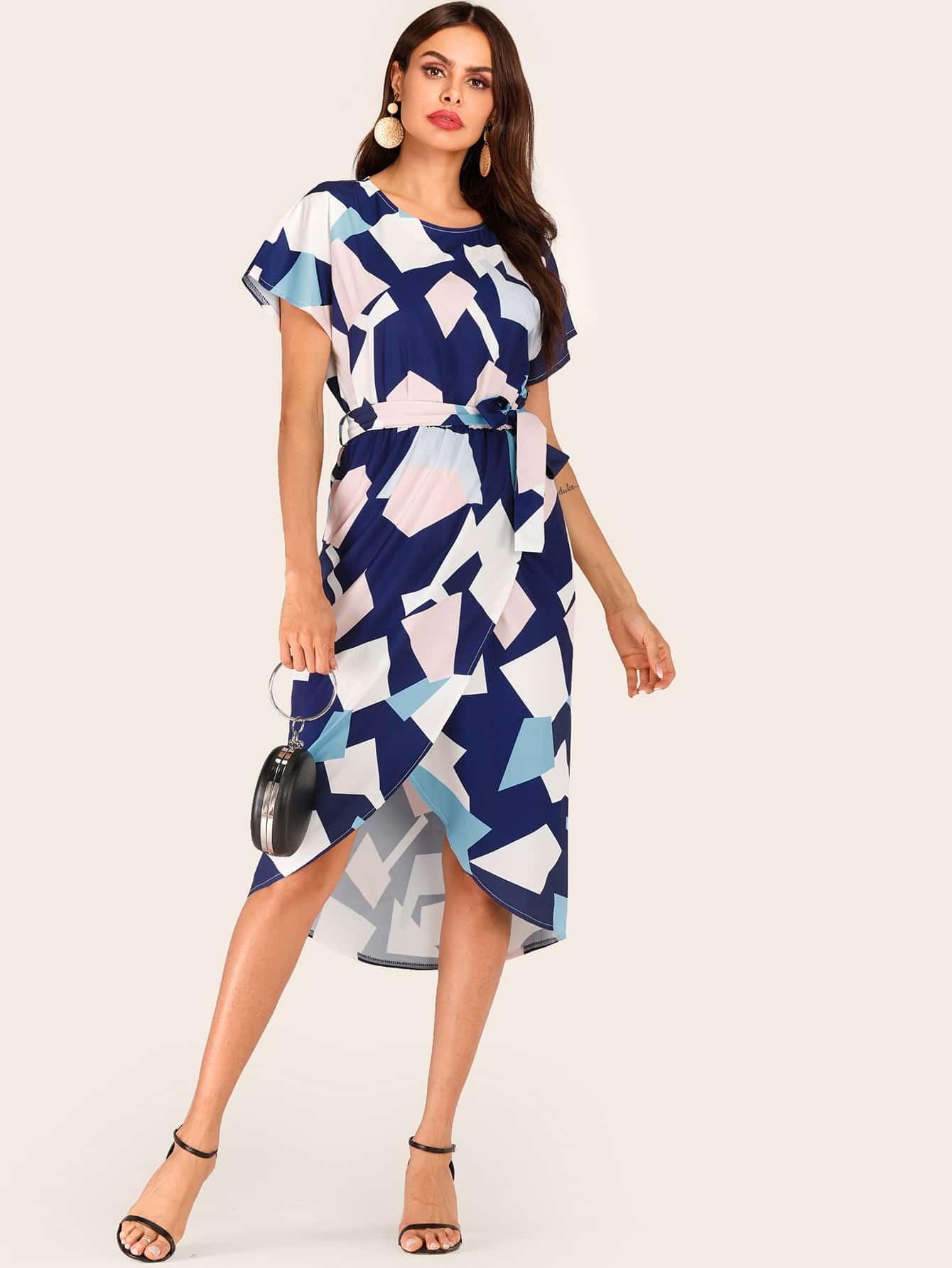 Фото - Контрастное платье с геометрическим принтом и поясом от SheIn цвет многоцветный