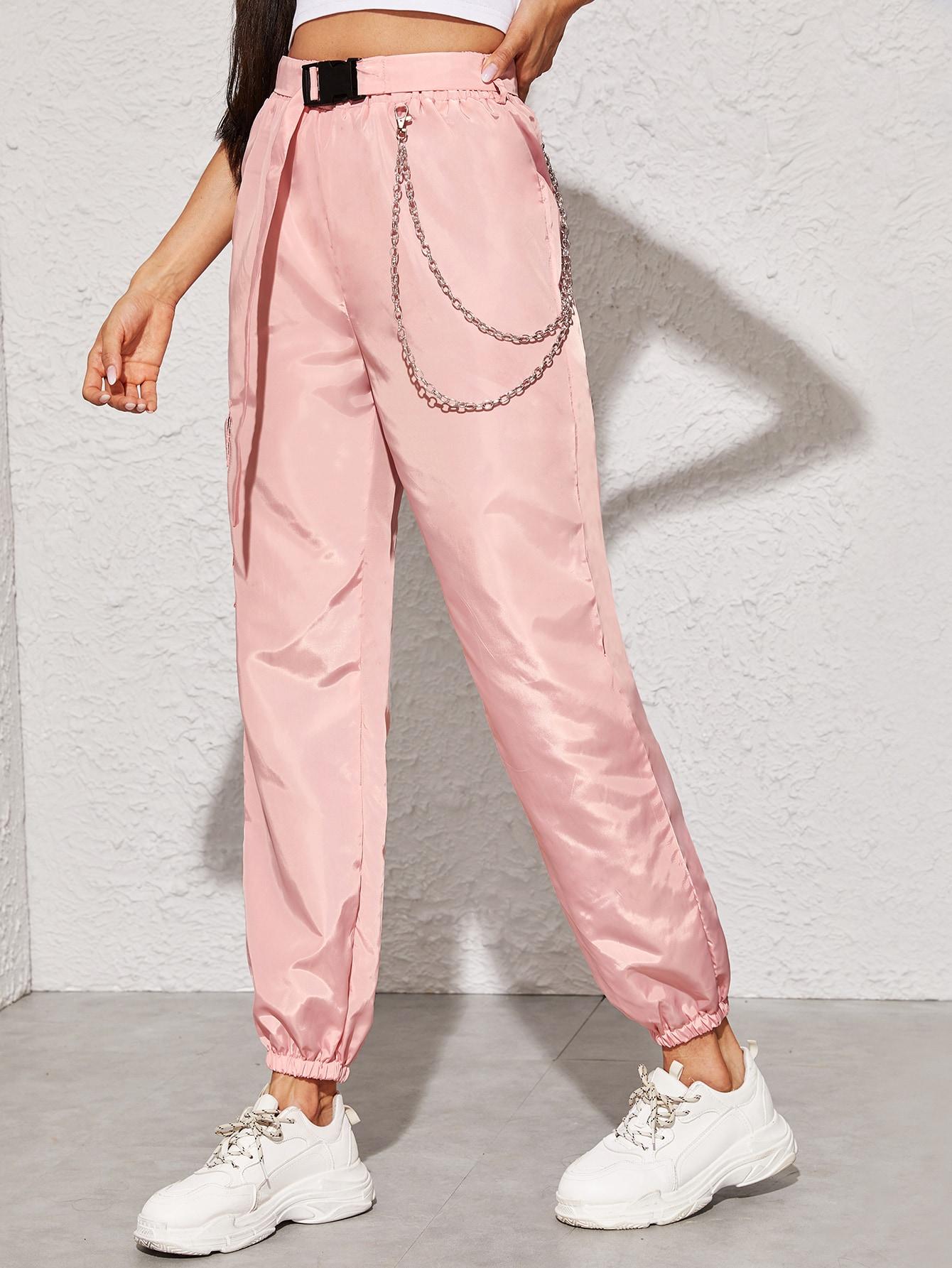 Фото - Брюки с поясом и цепочкой от SheIn розового цвета