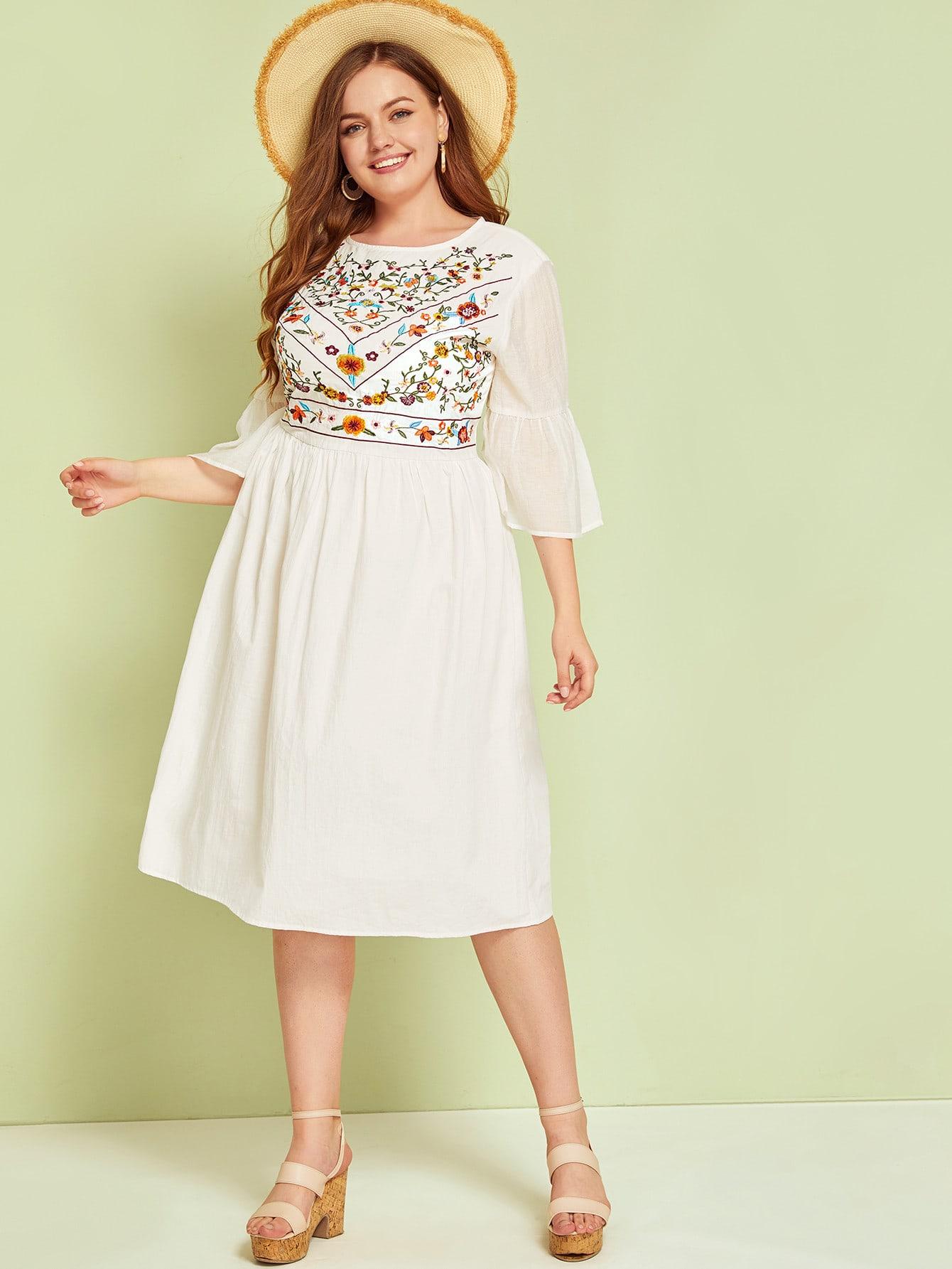 Фото - Платье размера плюс с цветочной вышивкой и оригинальным рукавом от SheIn цвет белые