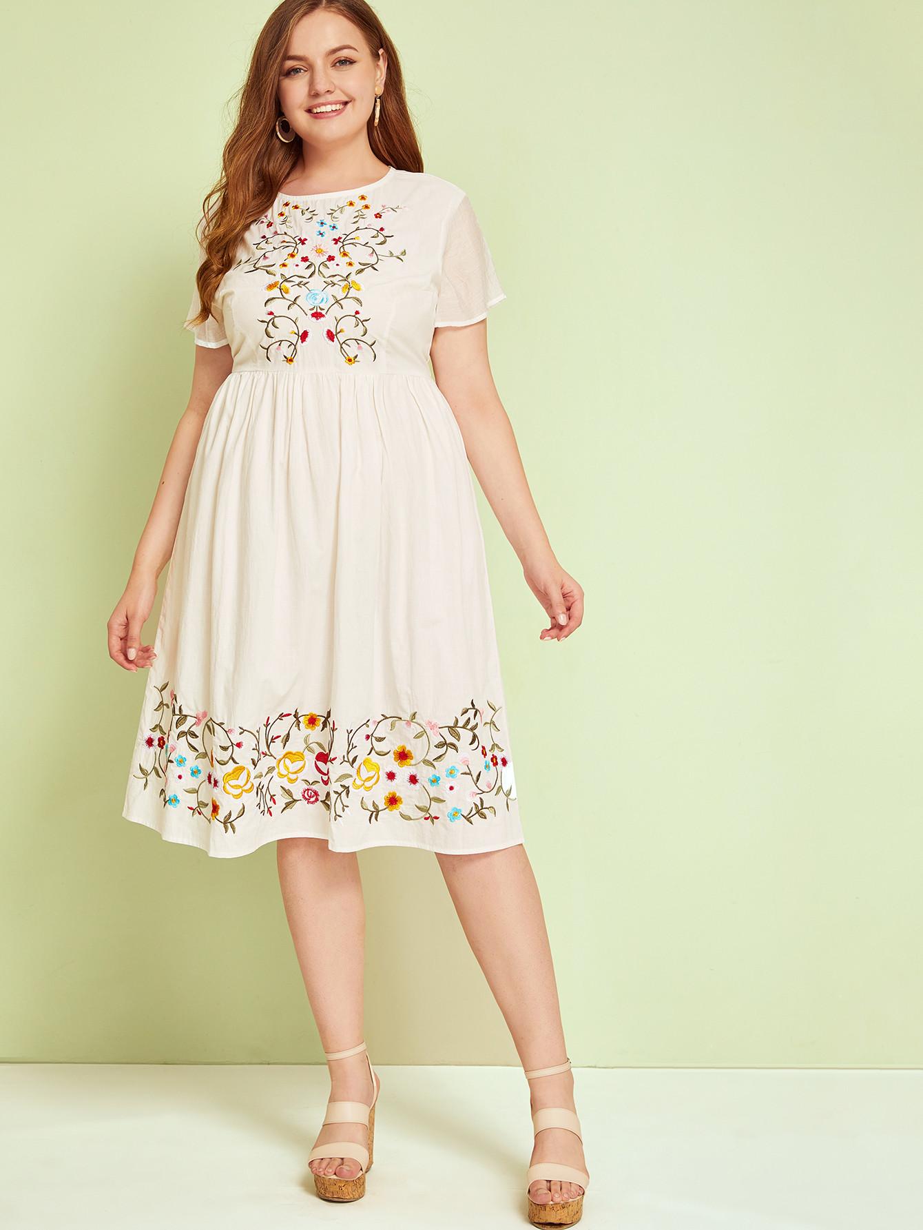 Фото - Платье размера плюс с цветочной вышивкой от SheIn цвет бежевые