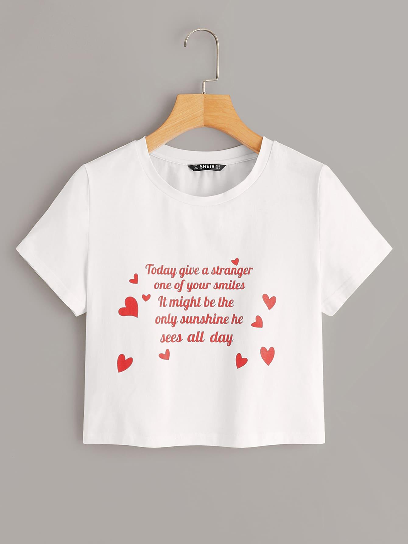 Фото - Короткая футболка с оригинальным принтом от SheIn белого цвета