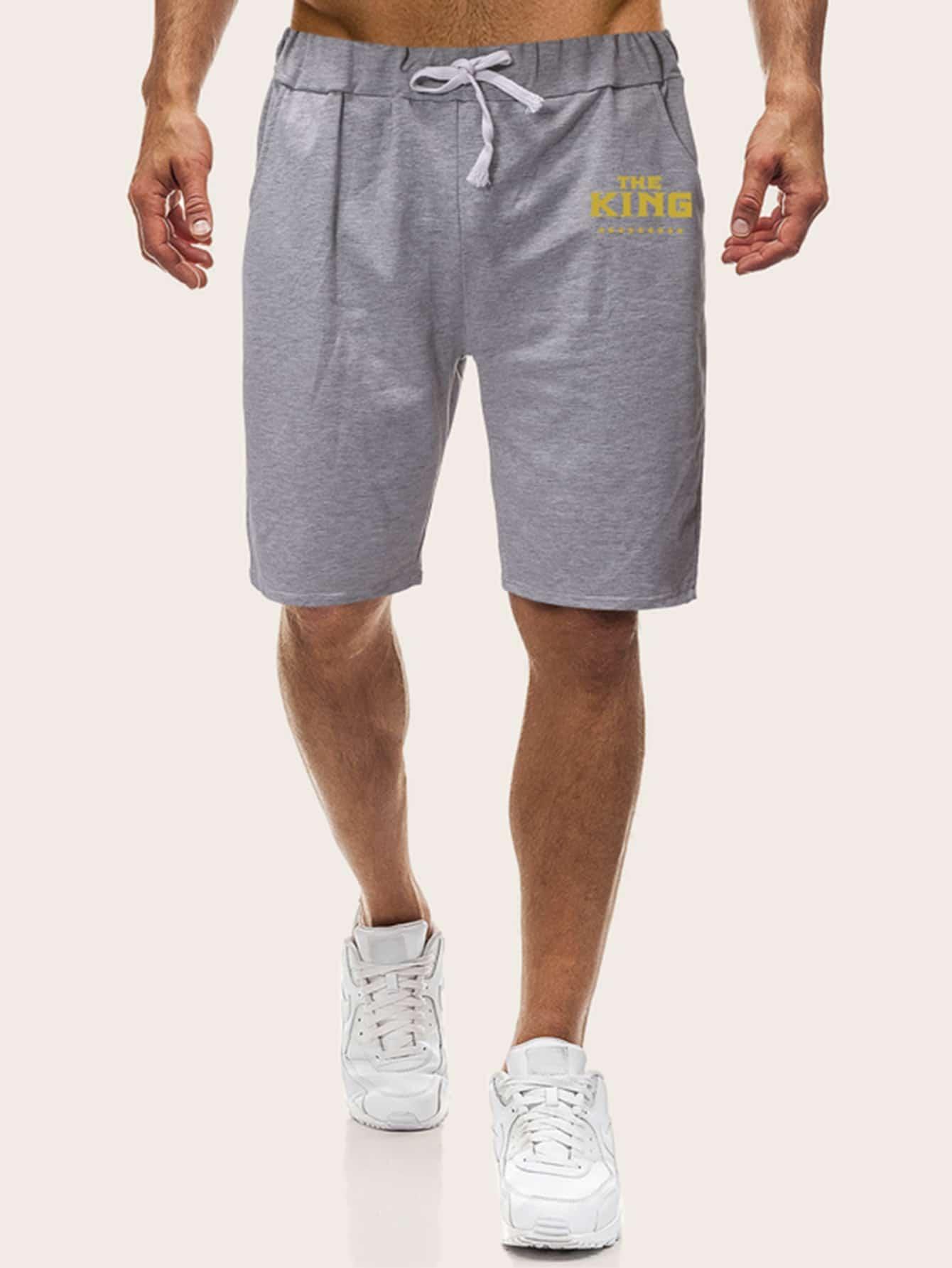 Фото - Мужские шорты на кулиске с текстовым принтом от SheIn серого цвета