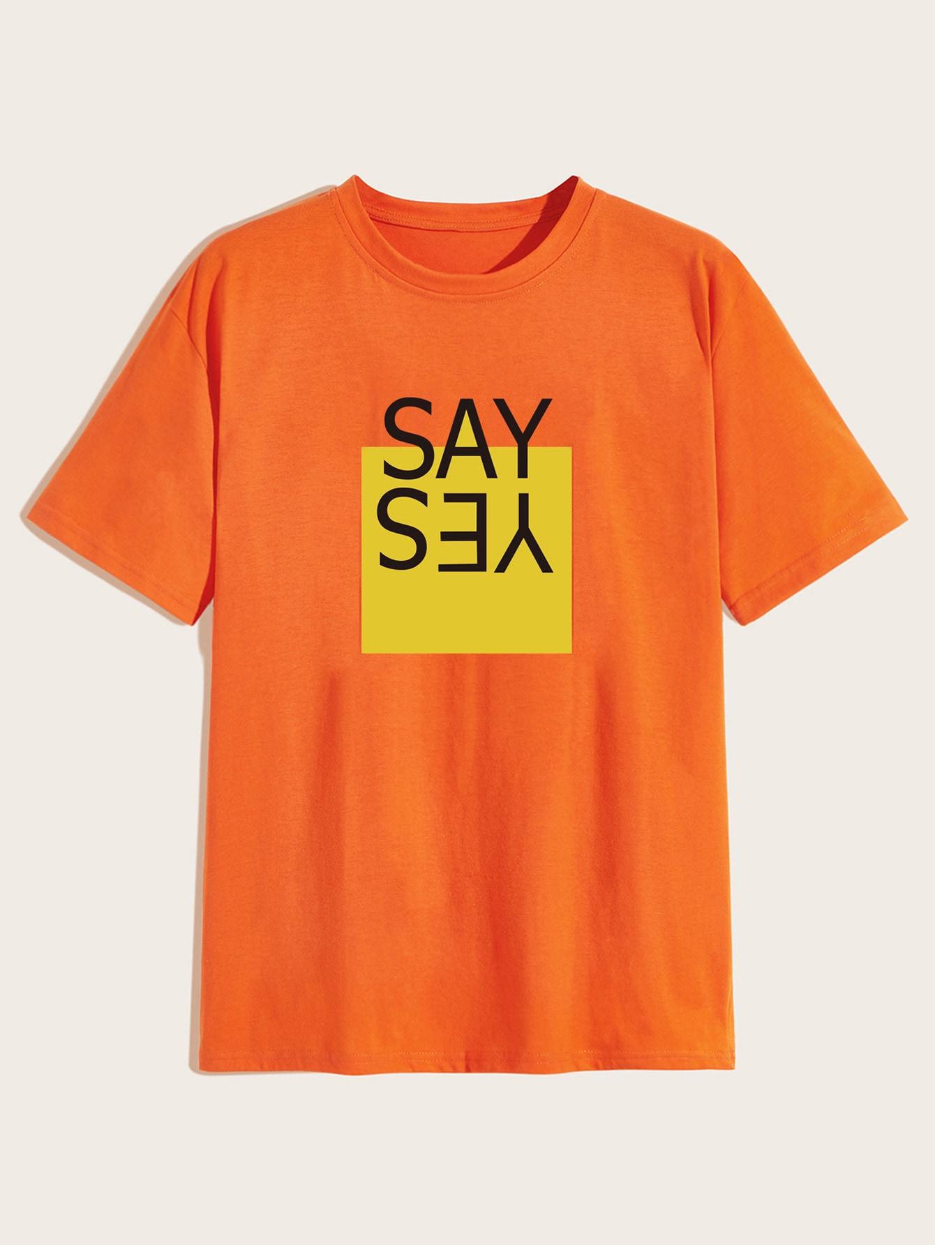 Фото - Мужская футболка с коротким рукавом и текстовым принтом от SheIn оранжевого цвета