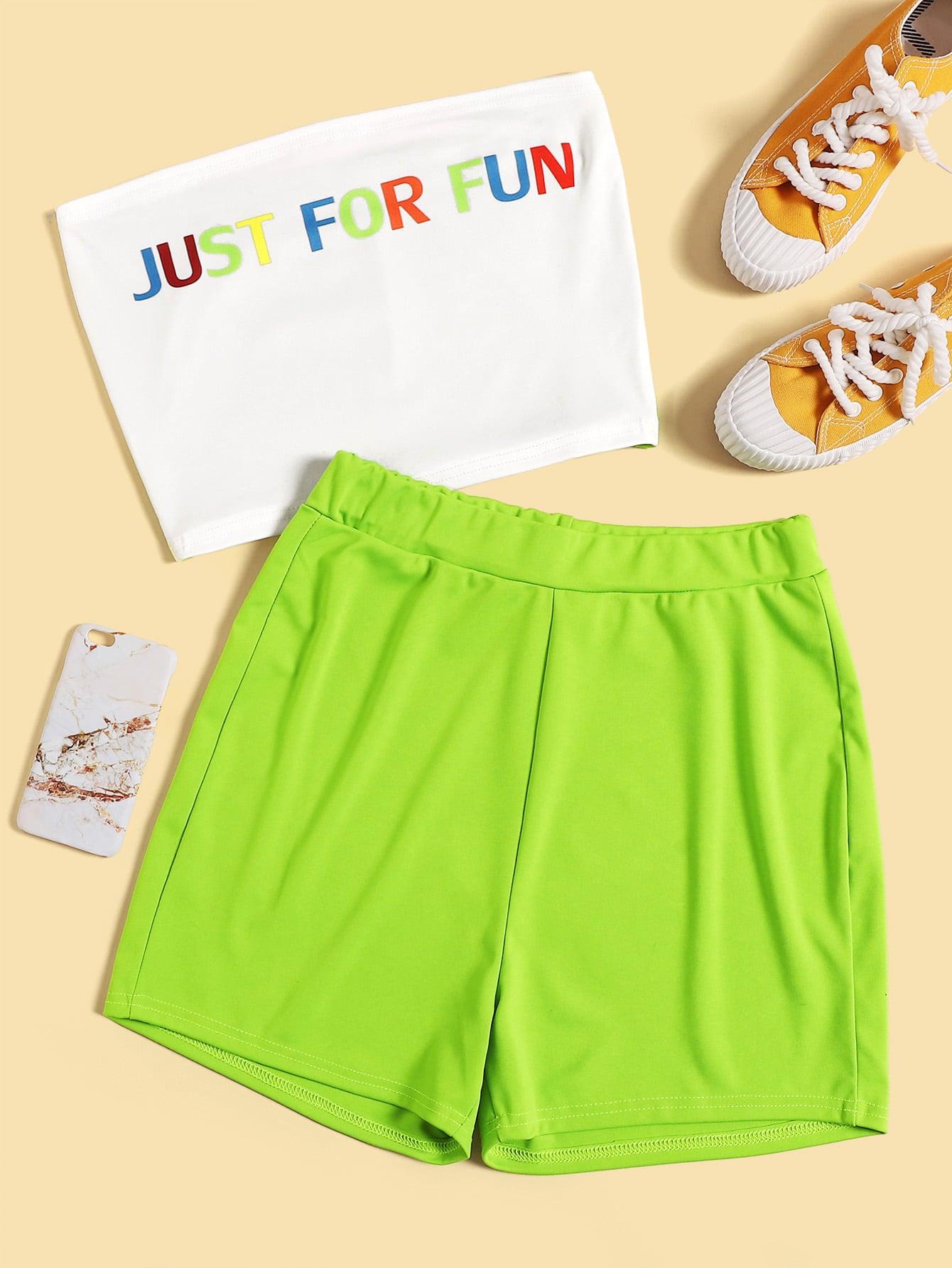 Фото - Топ с текстовым принтом и неоновые зеленые шорты от SheIn цвет многоцветный