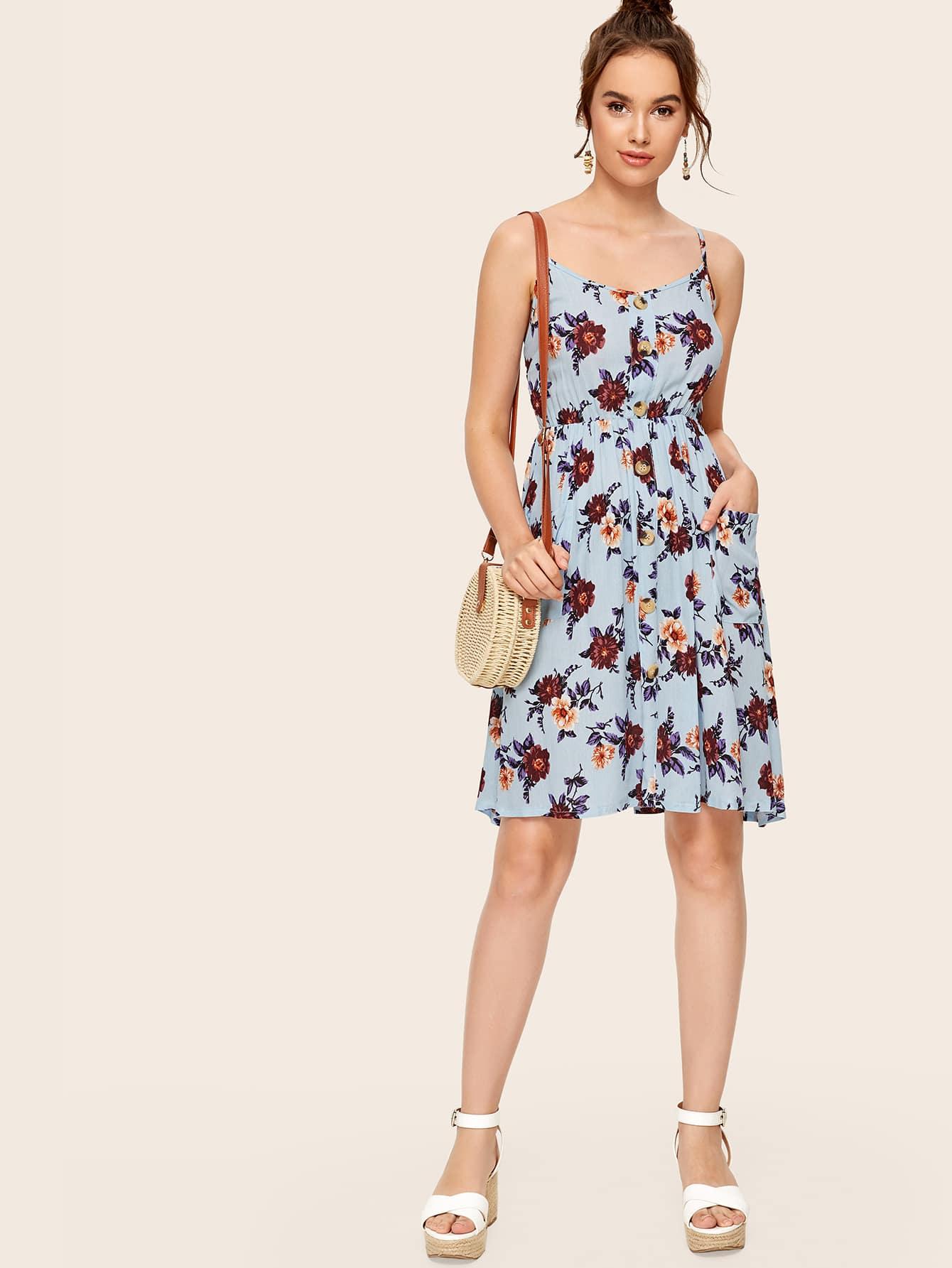 Фото - Платье на бретелях с цветочным принтом от SheIn цвет синие