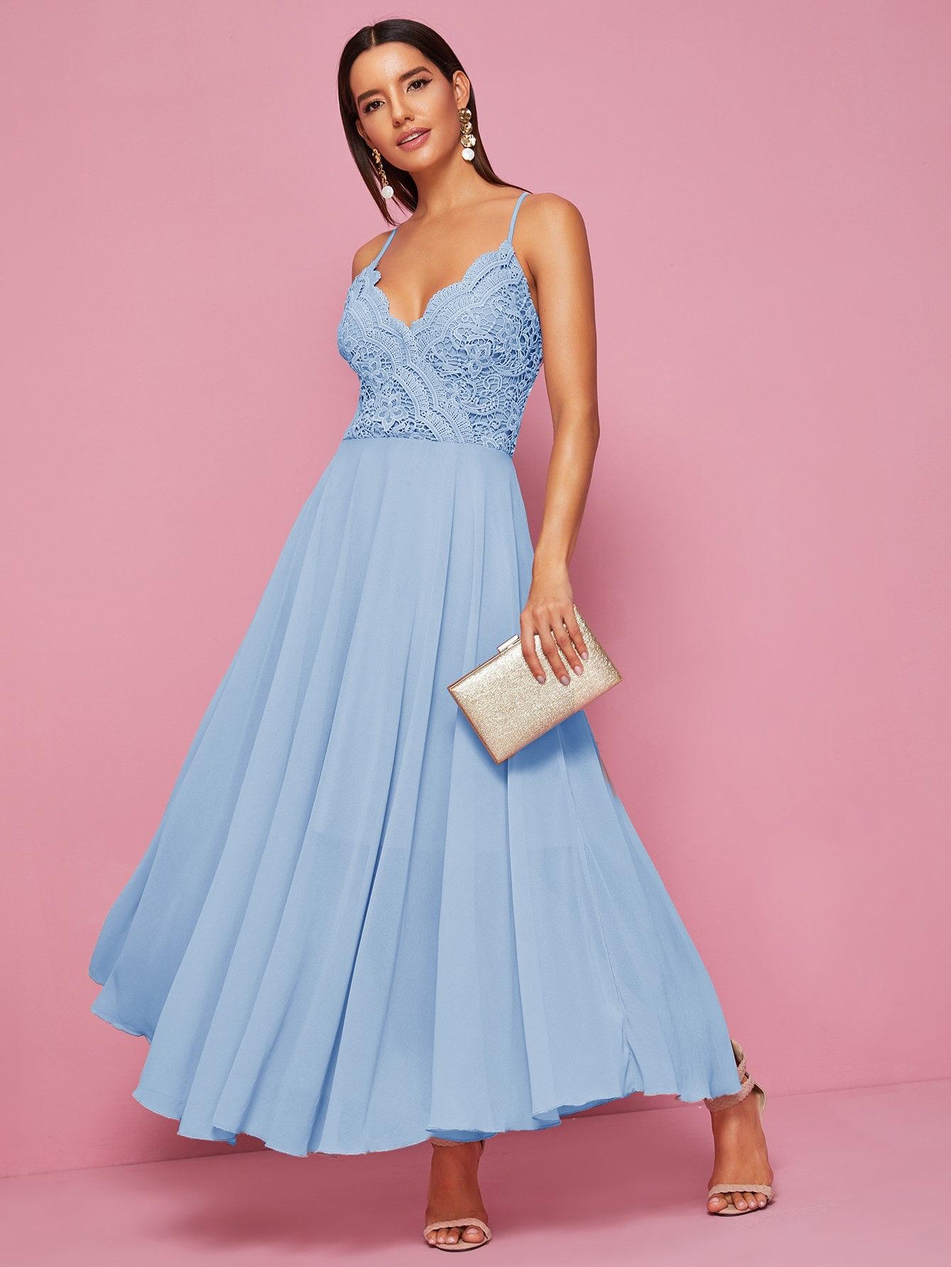 Фото - Шифоновое платье на бретелях с кружевом от SheIn цвет синие