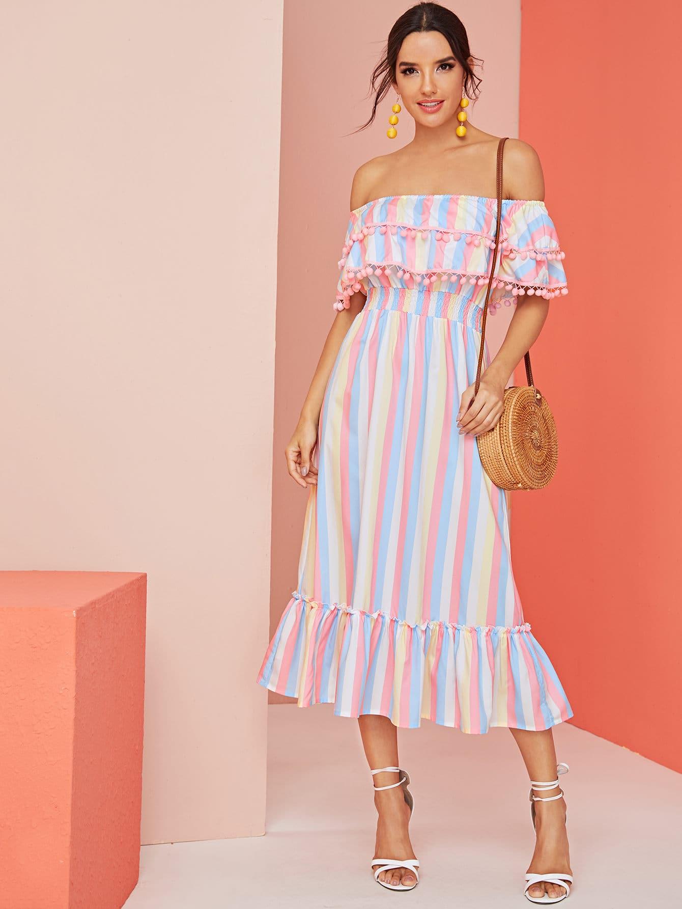 Фото - Радужное полосатое платье с открытыми плечами и помпоном от SheIn цвет многоцветный