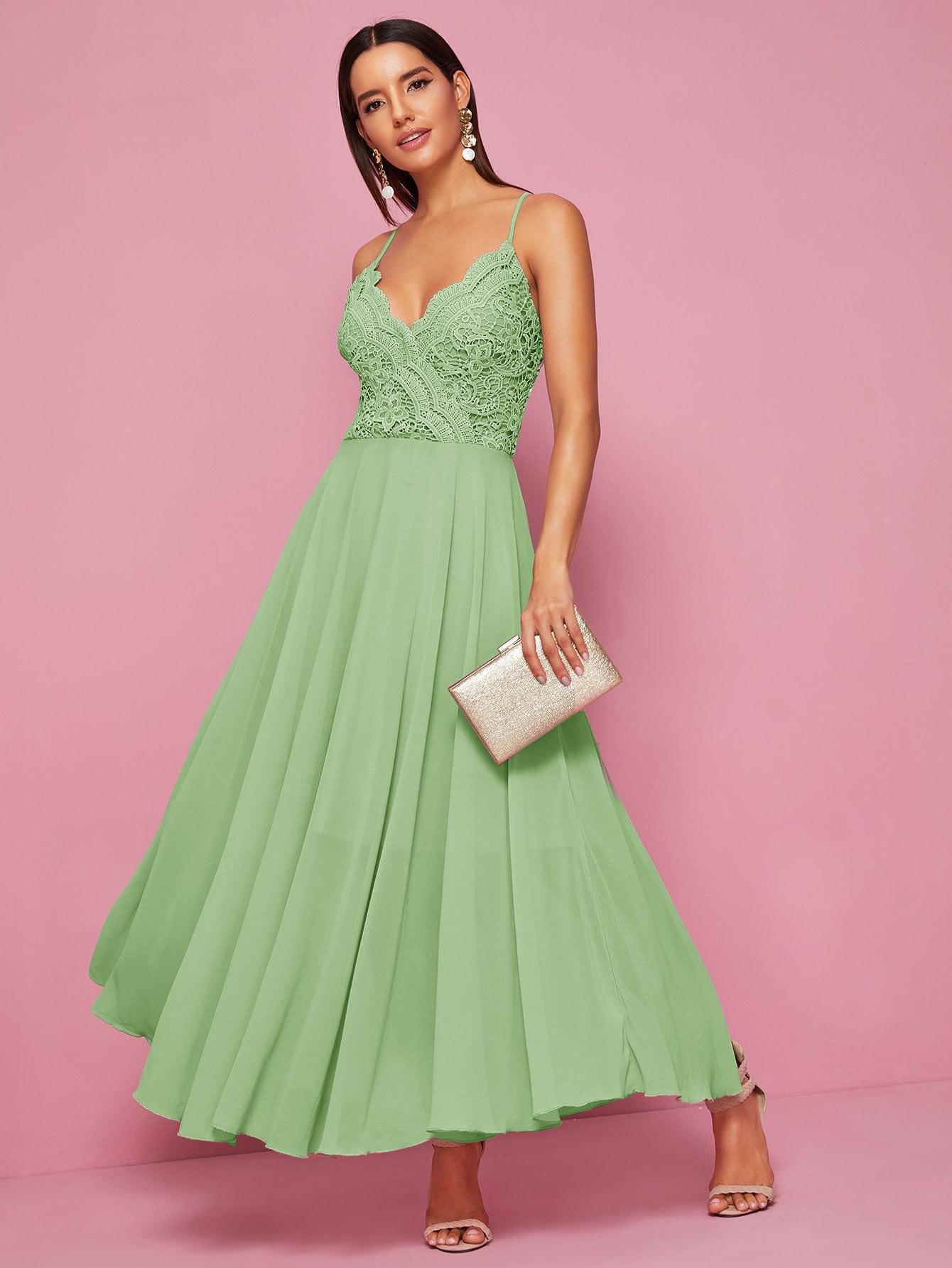 Фото - Шифоновое платье на бретелях с кружевом от SheIn цвет зелёные