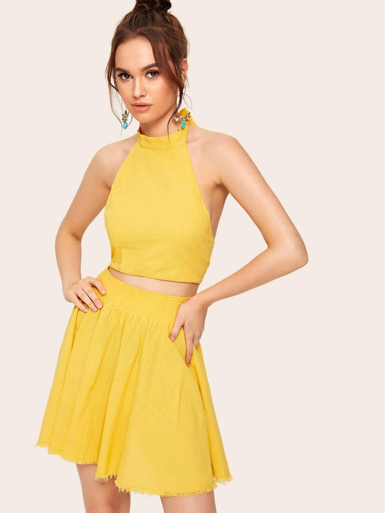 Фото - Юбку и топ-халтер с узлом сзади от SheIn желтого цвета