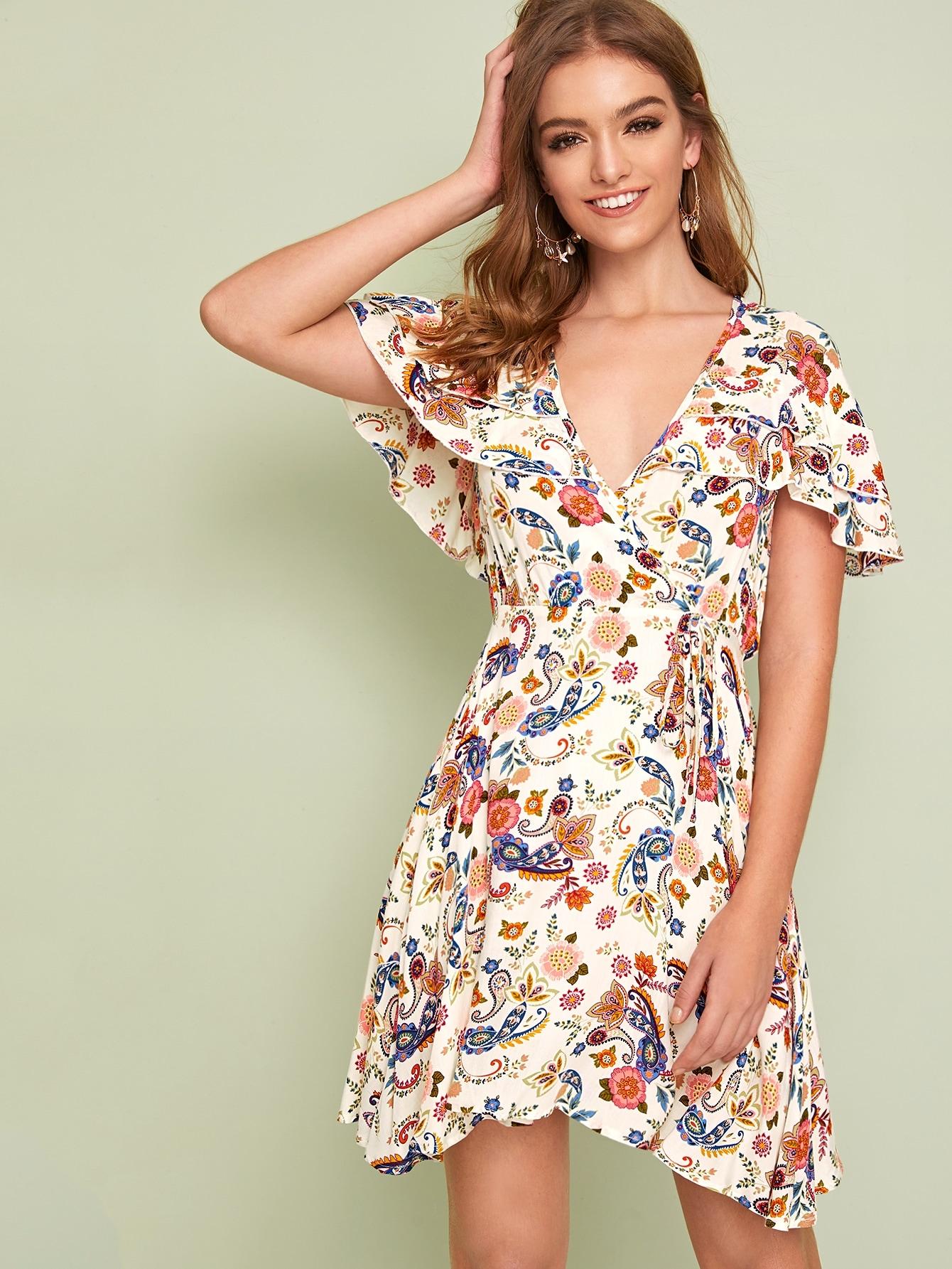 Фото - Платье на запах с завязкой на шее, оборкой и графическим принтом от SheIn цвет многоцветный