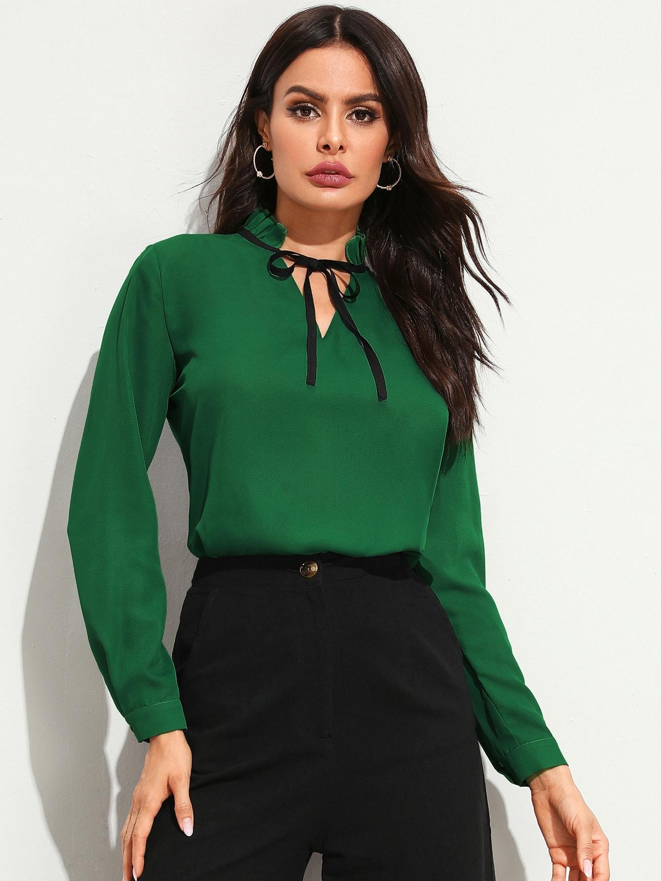 Фото - Блузу с длинным рукавом и завязкой на шее от SheIn зеленого цвета