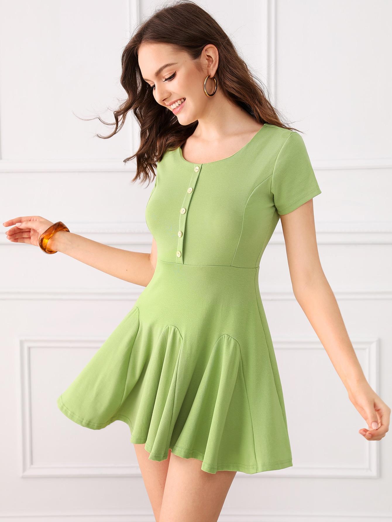 Фото - Однотонное платье с пуговицами от SheIn цвет зелёные