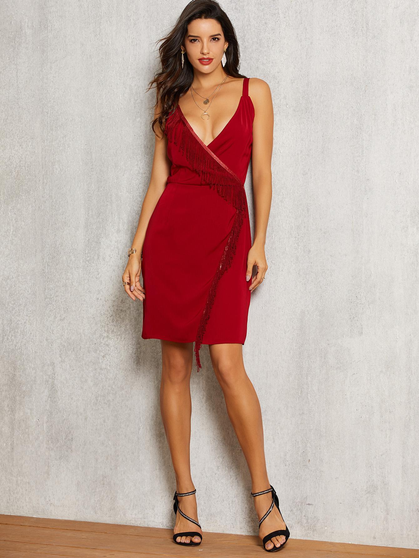 Фото - Платье с бахромой и глубоким V-образным вырезом от SheIn цвет бургундия