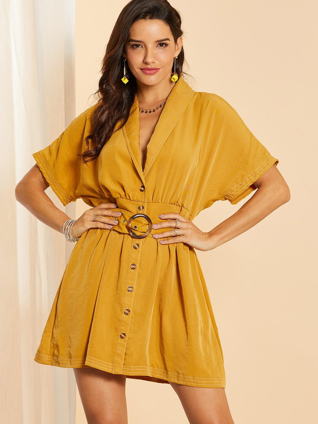 Фото - Платье с поясом, пуговицами и глубоким V-образным вырезом от SheIn цвет жёлтые