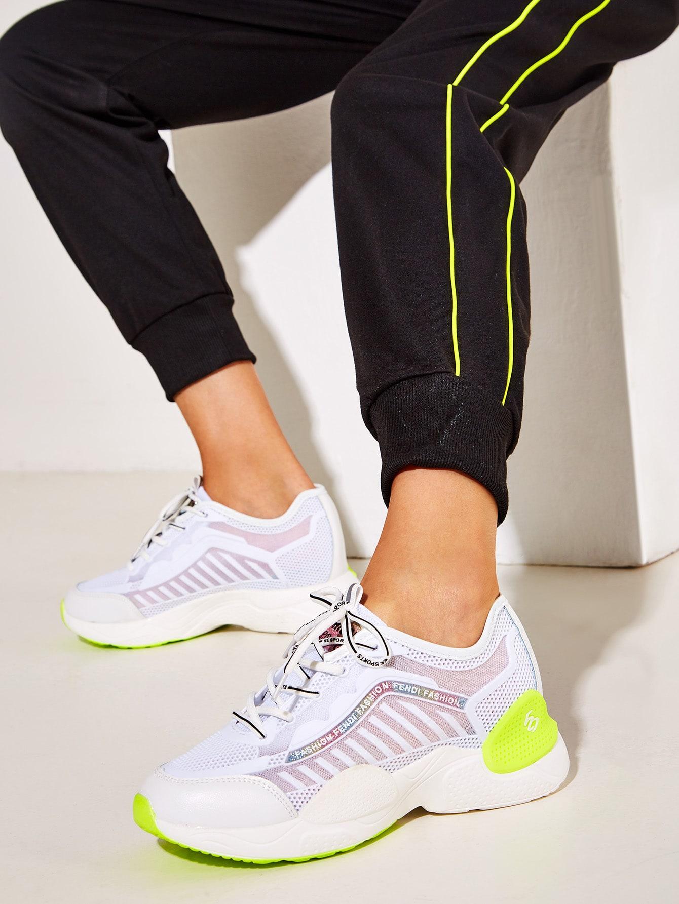 Фото - Кроссовки на шнуровке с подошвой от SheIn цвет красочный