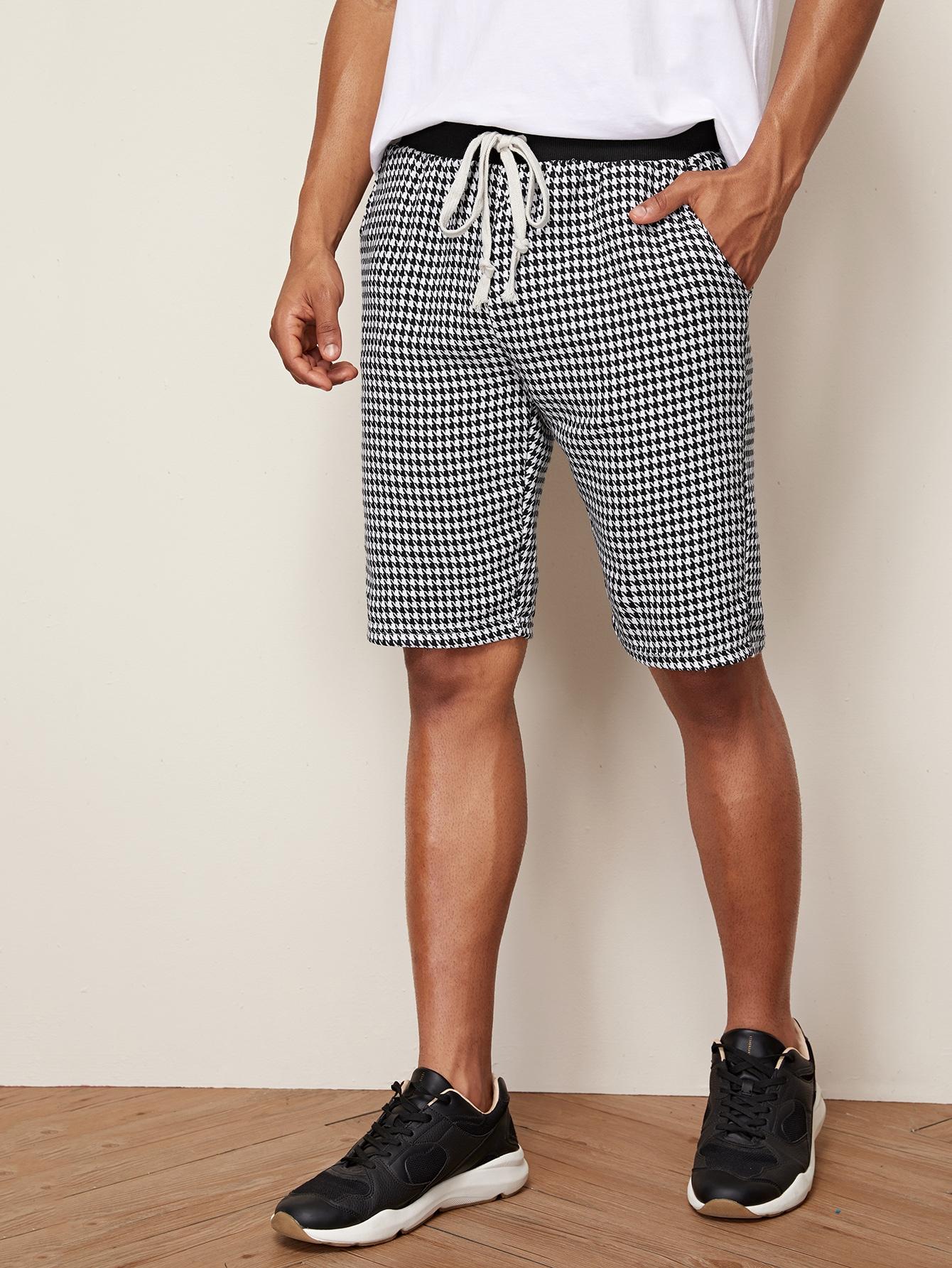 Фото - Мужские шорты с поясом и графическим принтом от SheIn цвет чёрнобелые