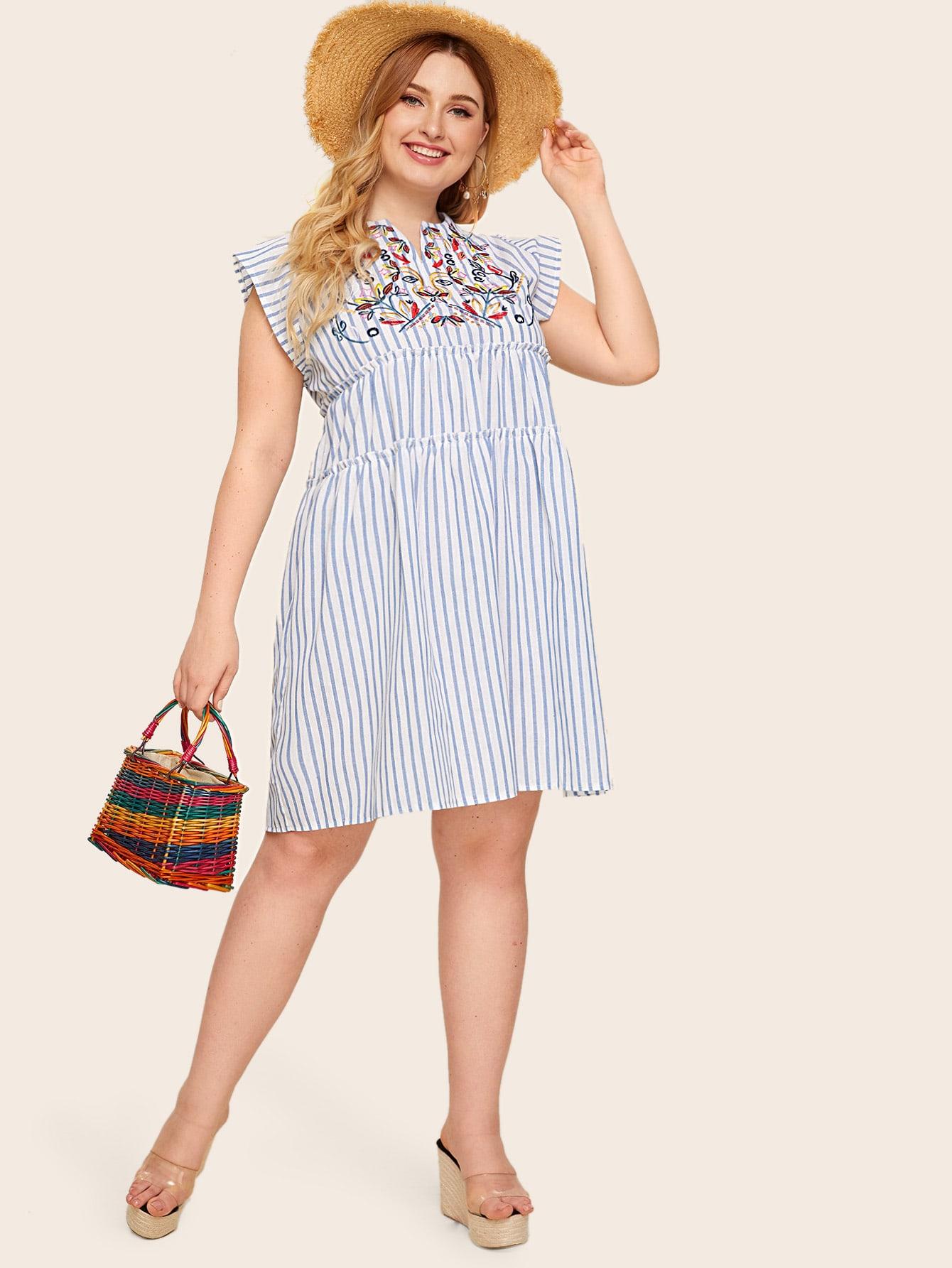 Фото - Платье в полоску размера плюс с цветочной вышивкой от SheIn цвет синие
