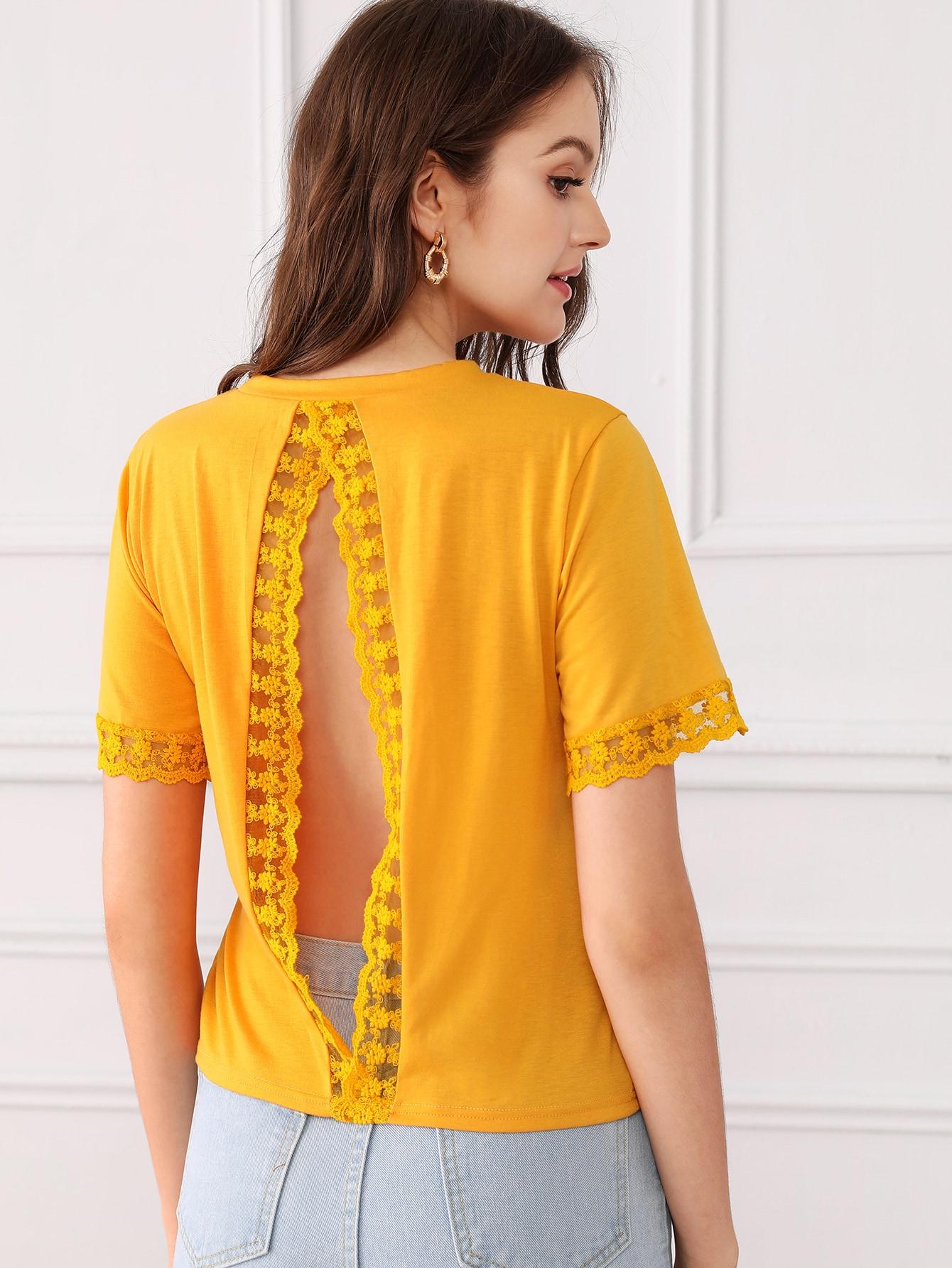 Фото - Однотонная футболка с открытой спинкой и кружевом от SheIn цвет жёлтый