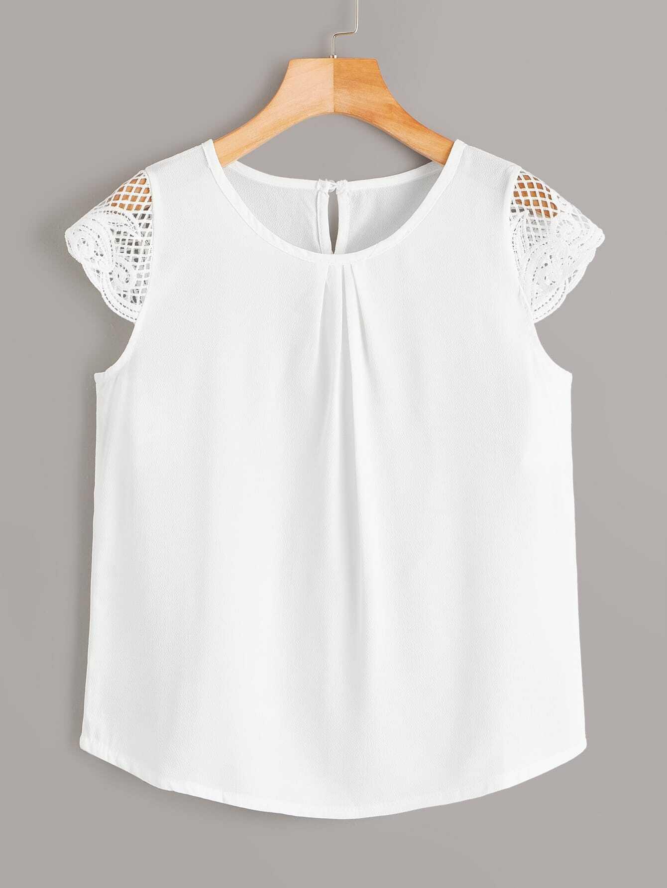 Фото - Блузу с пуговицами и кружевом от SheIn белого цвета