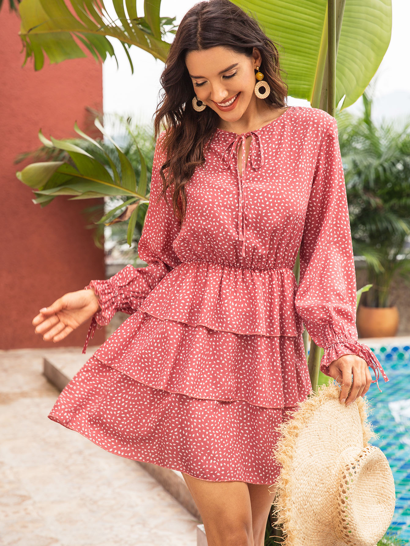 Фото - Многослойное платье с графическим принтом от SheIn цвет розовые