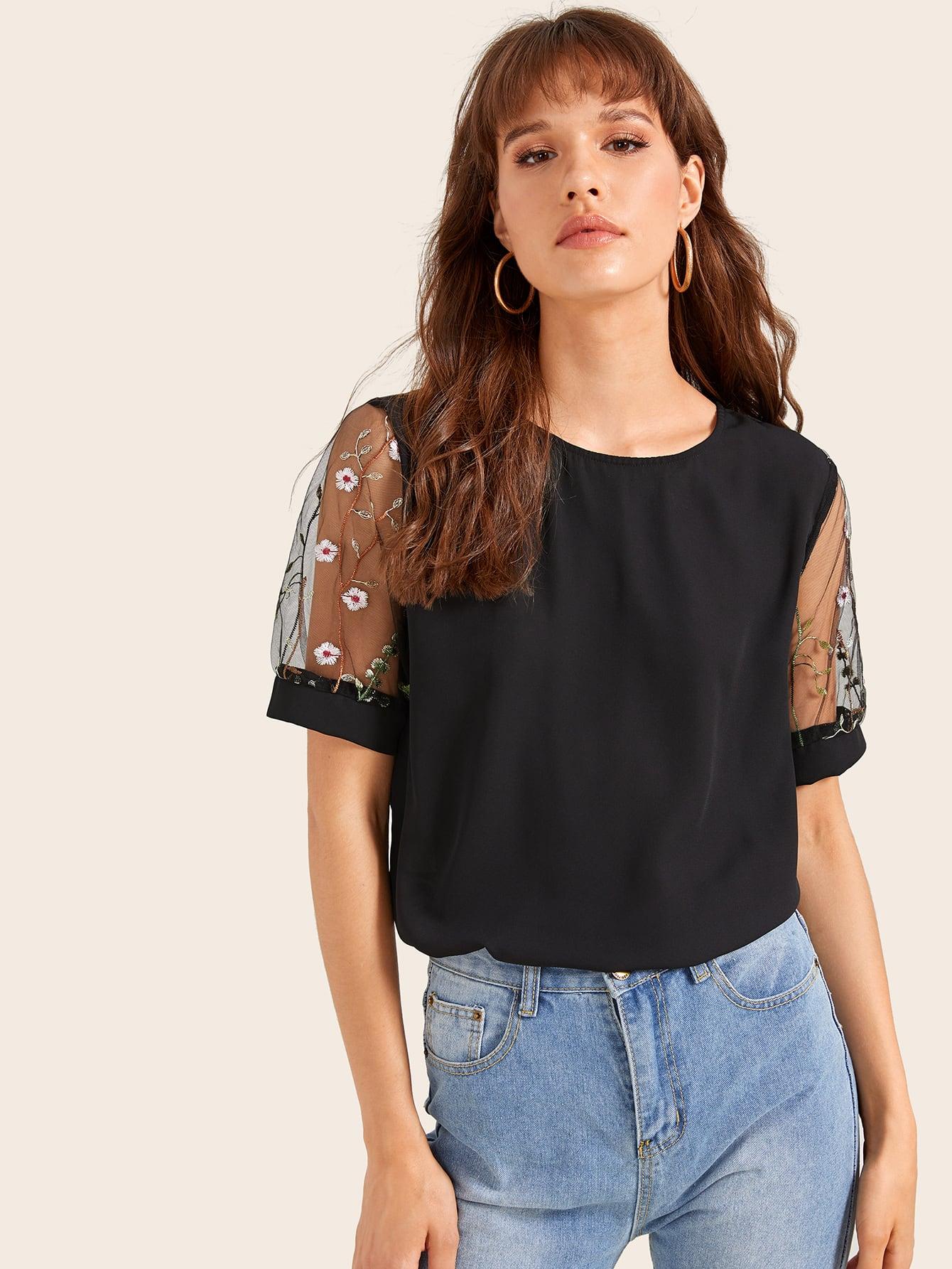 Фото - Блузу с сетчатыми вставками и цветочной вышивкой от SheIn черного цвета