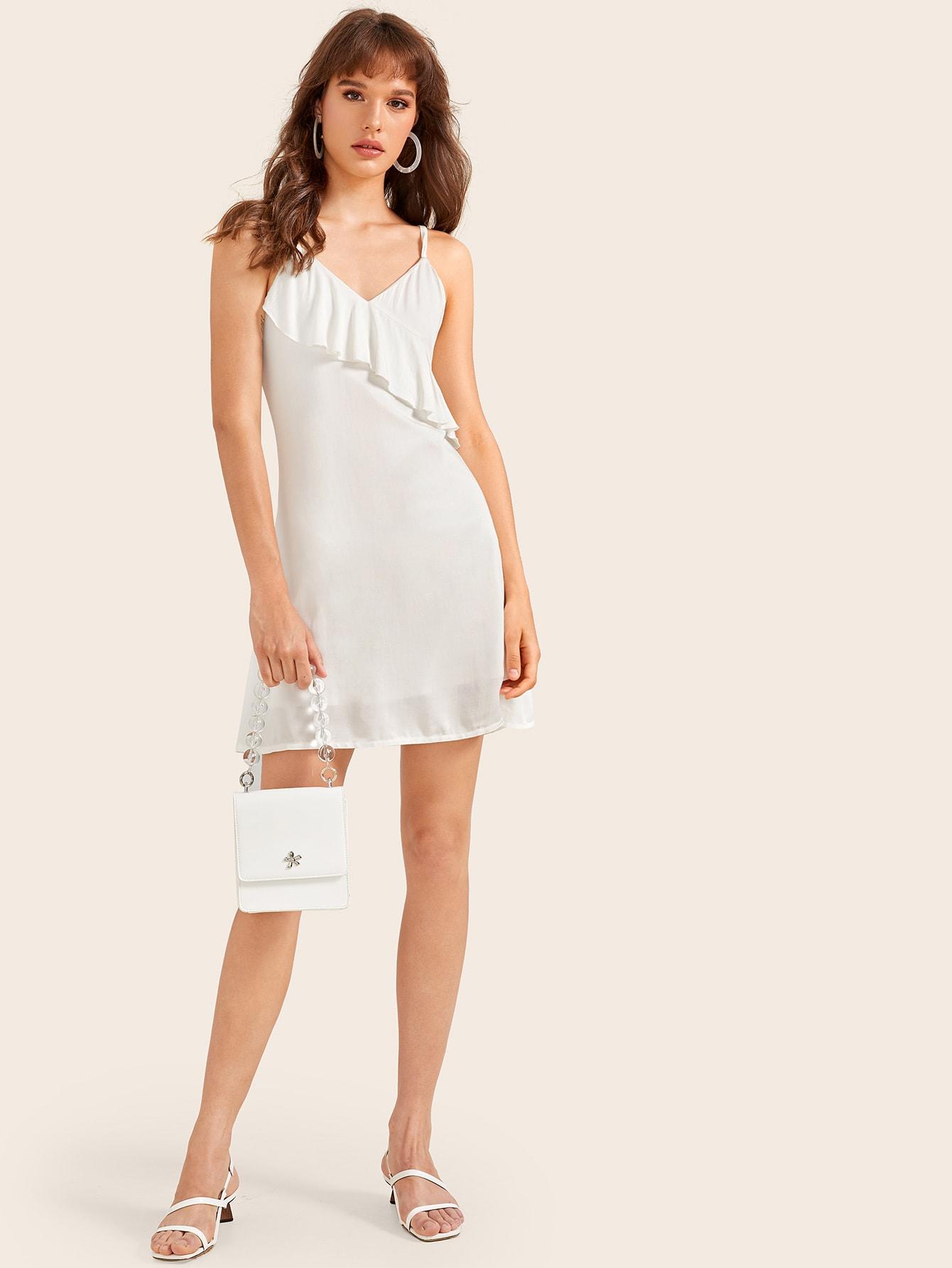 Фото - Однотонное платье на бретелях с оборками от SheIn цвет белые
