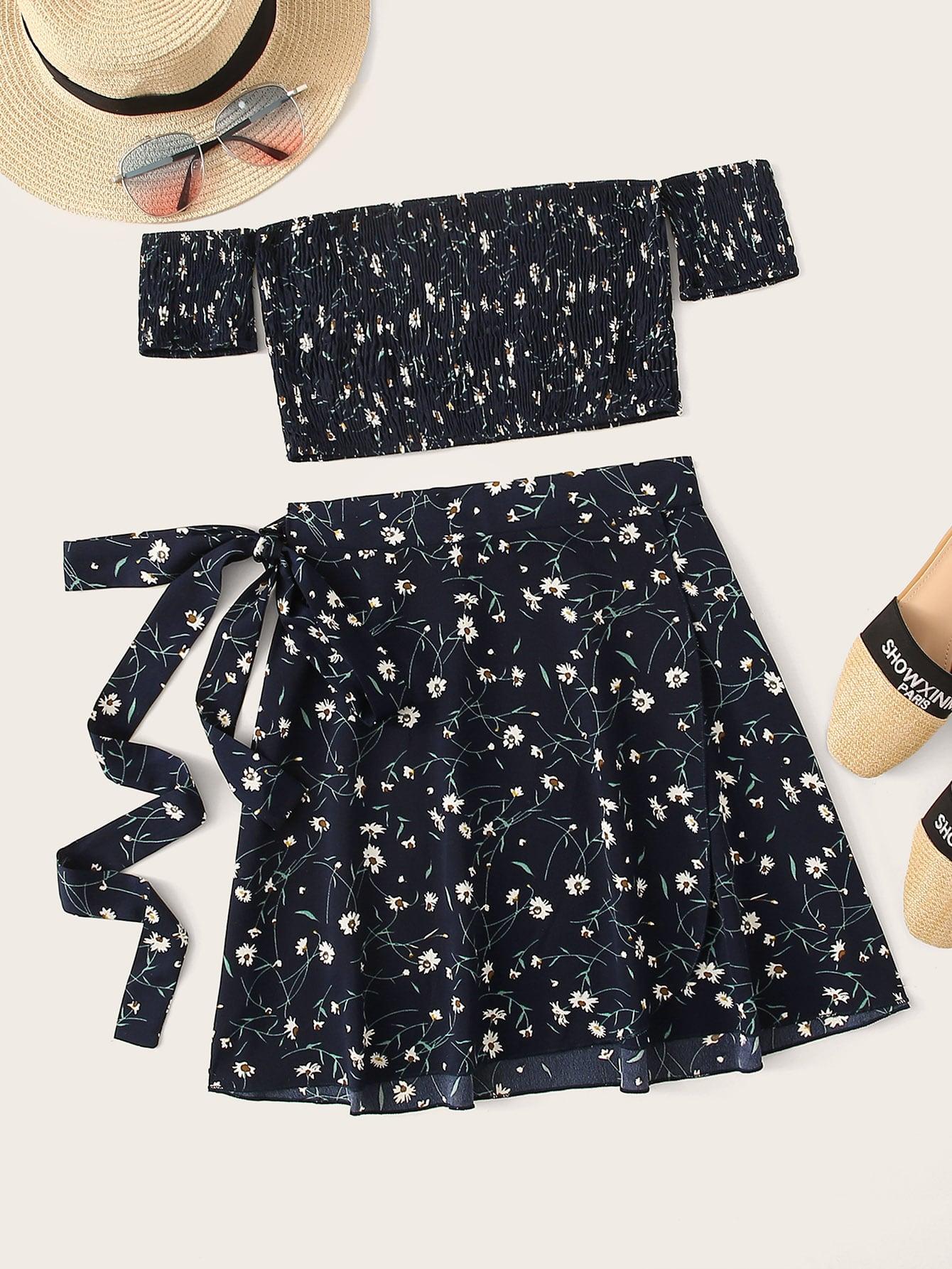 Фото - Юбку и топ с цветочным принтом и открытыми плечами от SheIn цвет темно синий