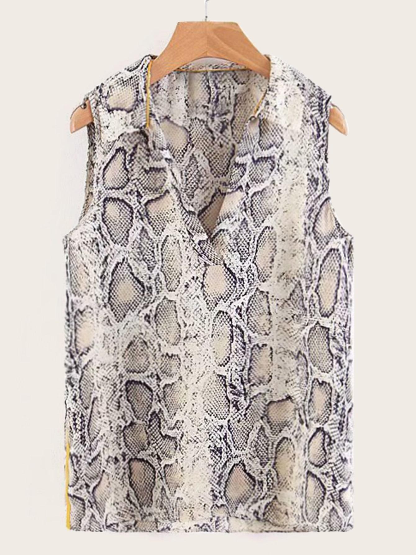 Фото - Блузу с змеиным принтом и V-образным вырезом от SheIn цвет многоцветный