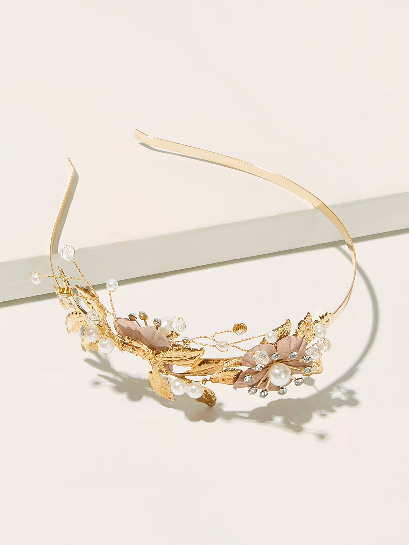 Фото - Оголовье с металлическими листьями и стразами от SheIn золотистого цвета