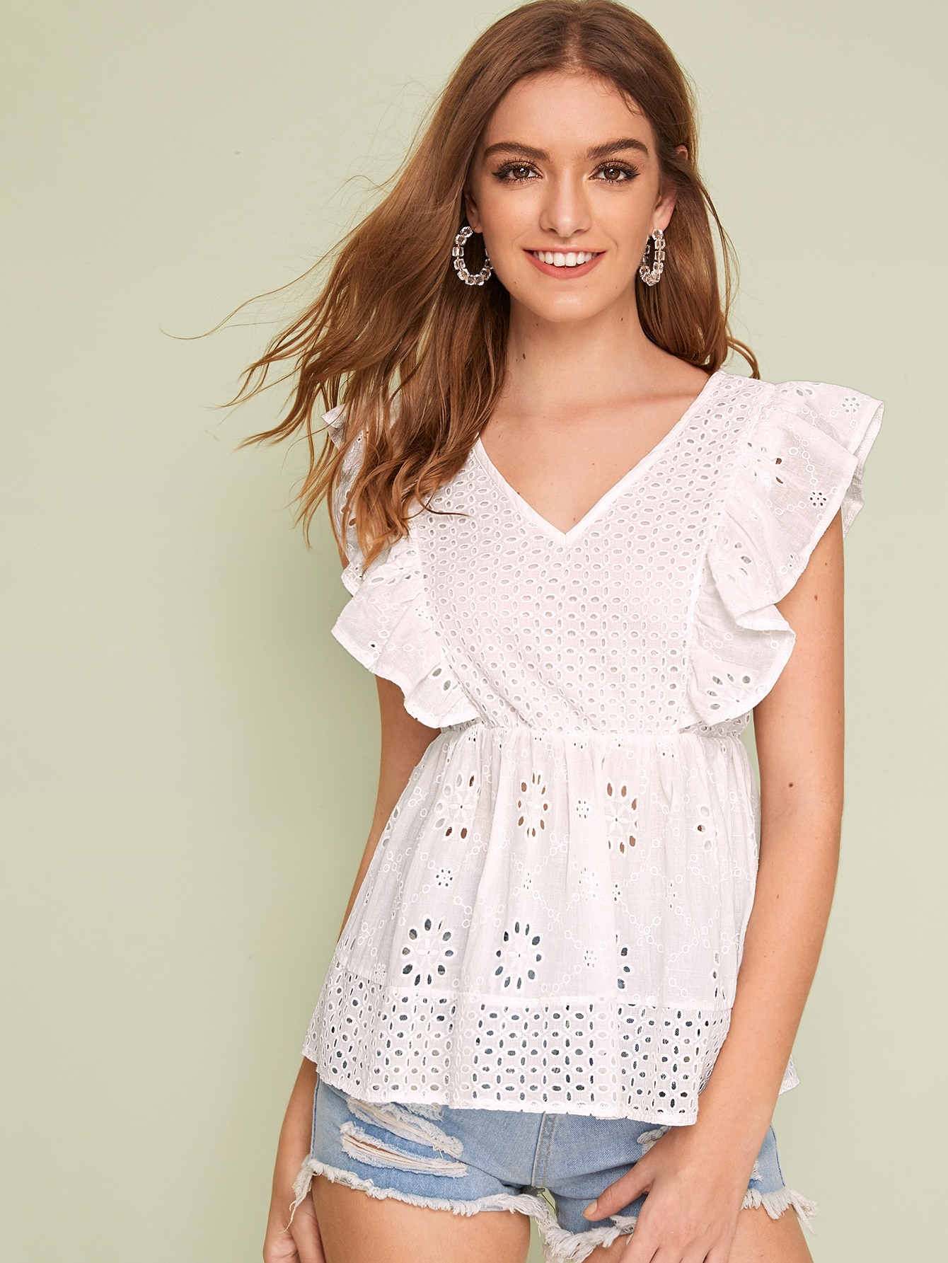 Фото - Блузу с вышивкой и оригинальным рукавом от SheIn белого цвета