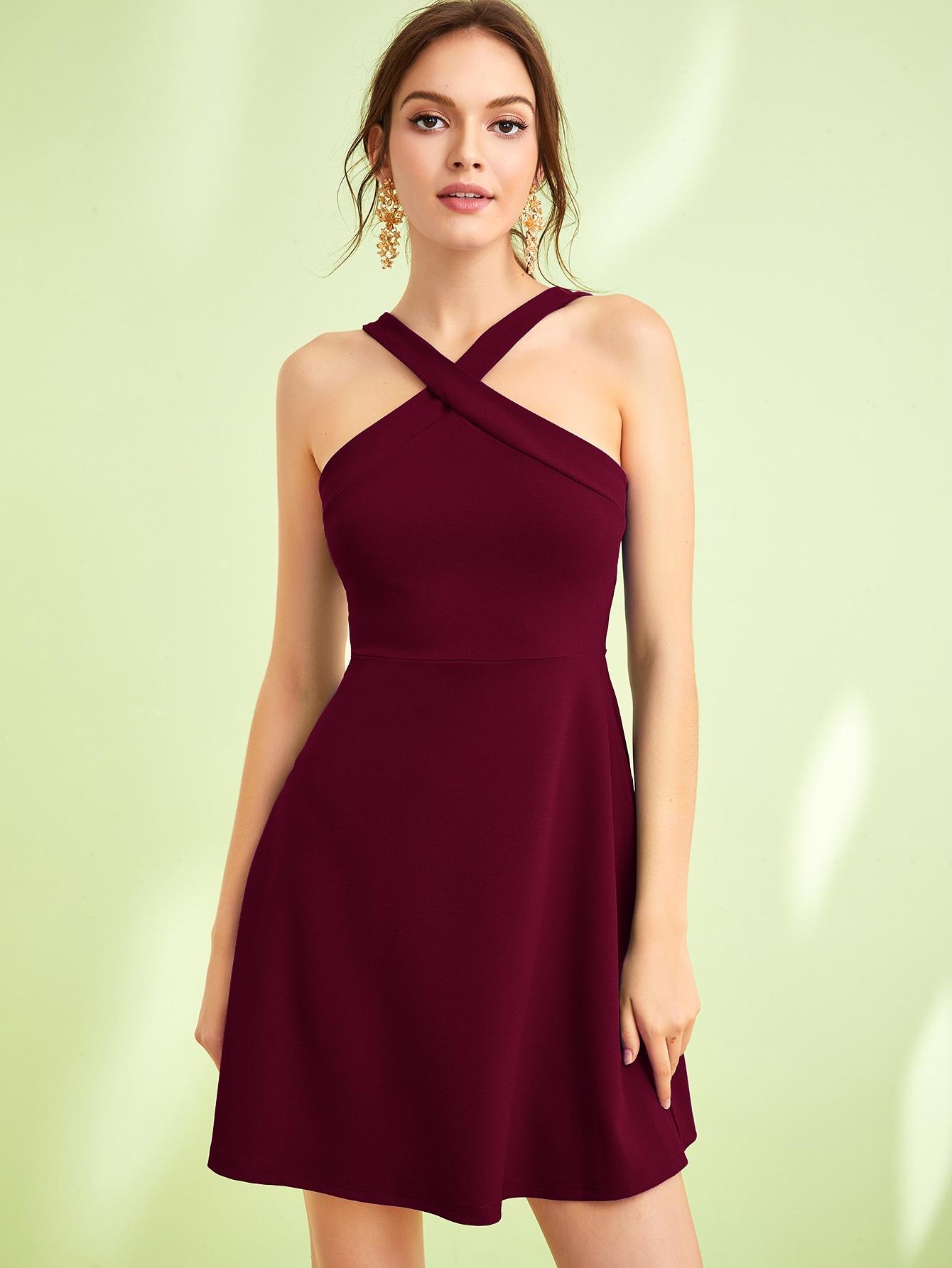 Фото - Однотонное расклешенное платье халтер от SheIn цвет бургундия