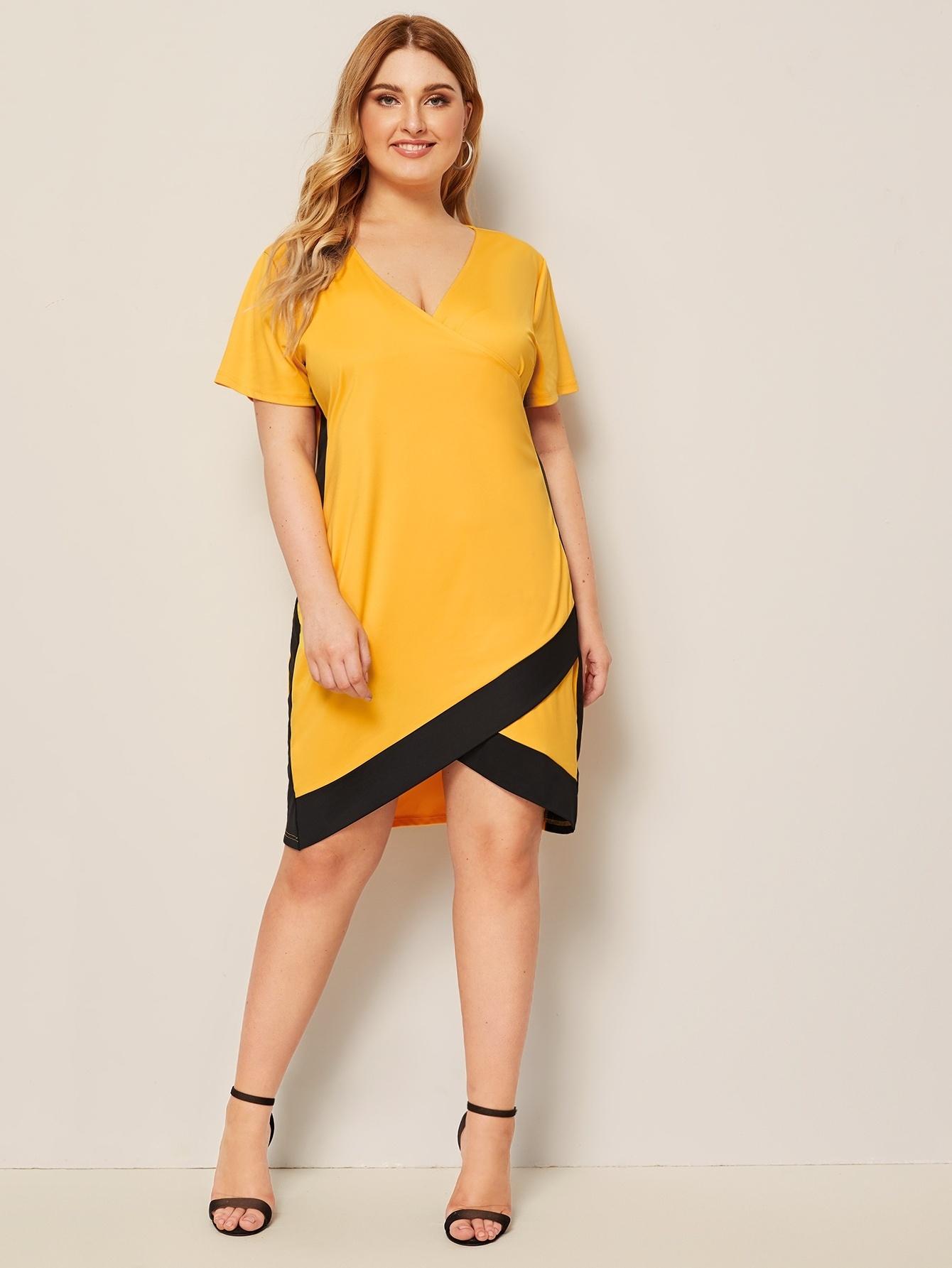 Фото - Платье размера плюс с v-образным вырезом и контрастной отделкой от SheIn цвет жёлтые