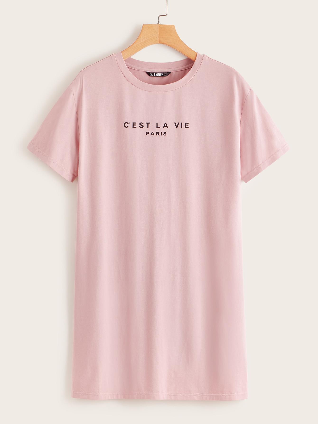 Фото - Платье-футболка с текстовым принтом от SheIn цвет розовые